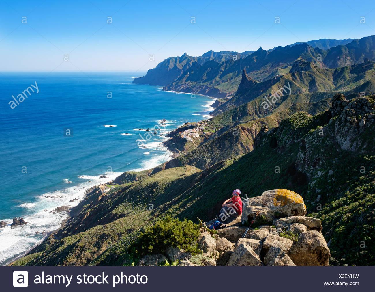 Küste mit Dorf Almaciga, Anaga-Gebirge, Teneriffa, Kanarische Inseln, Spanien - Stock Image