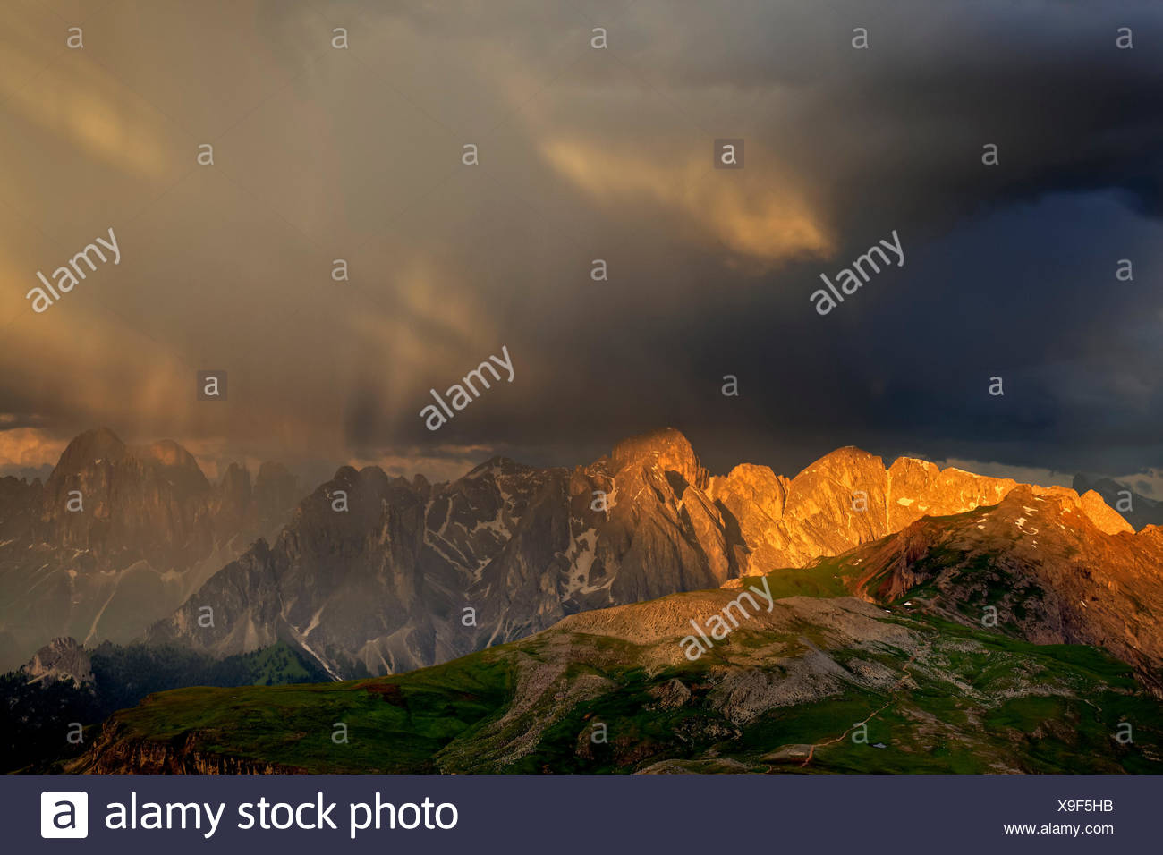 Italy, region Trentino South Tirol, province Bolzano, the Dolomites, to Schlern, thunderstorm about the pert electrolytic capacitor gel, rose garden point, rose garden massif - Stock Image