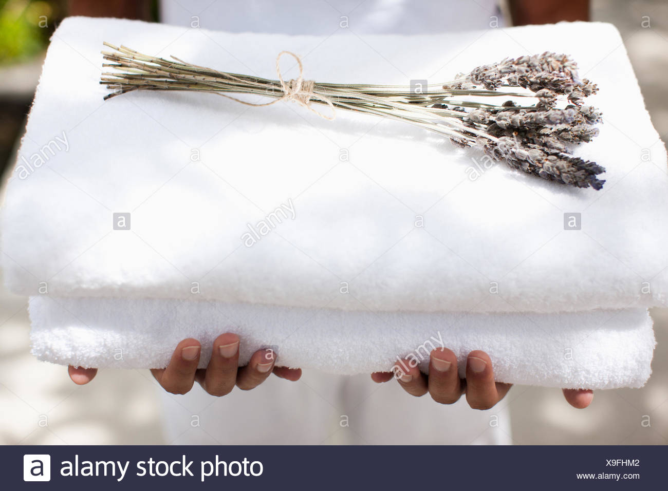 Man holding towels - Stock Image