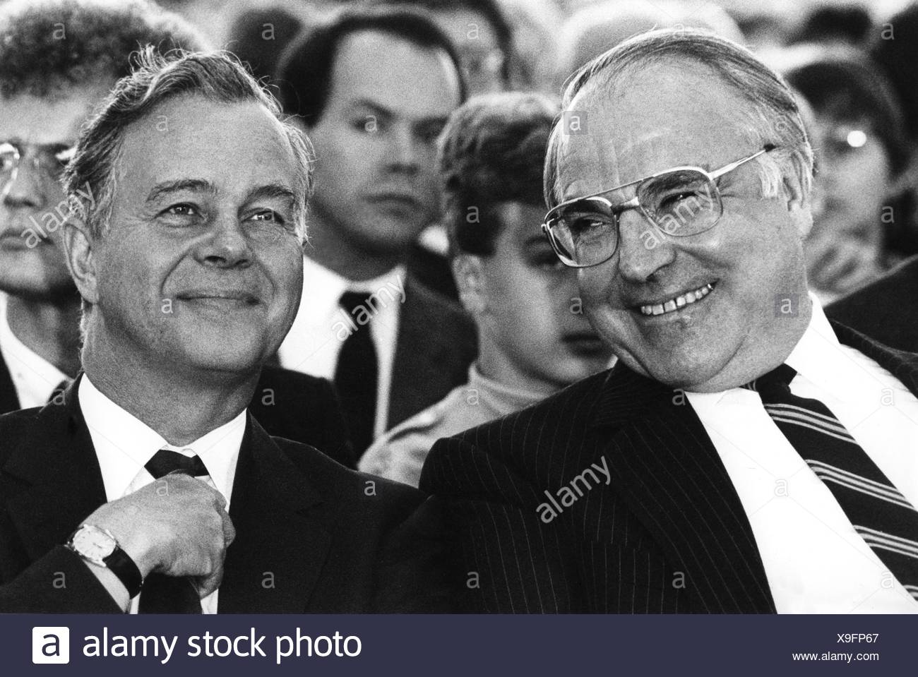 helmut kohl s ten point plan for german unity 10-point-plan ten-point programme to overcome the separation of germany and europe, presented by the federal chancellor helmut kohl in the german lower house of parliament on 28th november 1989: the way to german reunification as we all know cannot be planned at a drawing board or with a diary in ones hand.