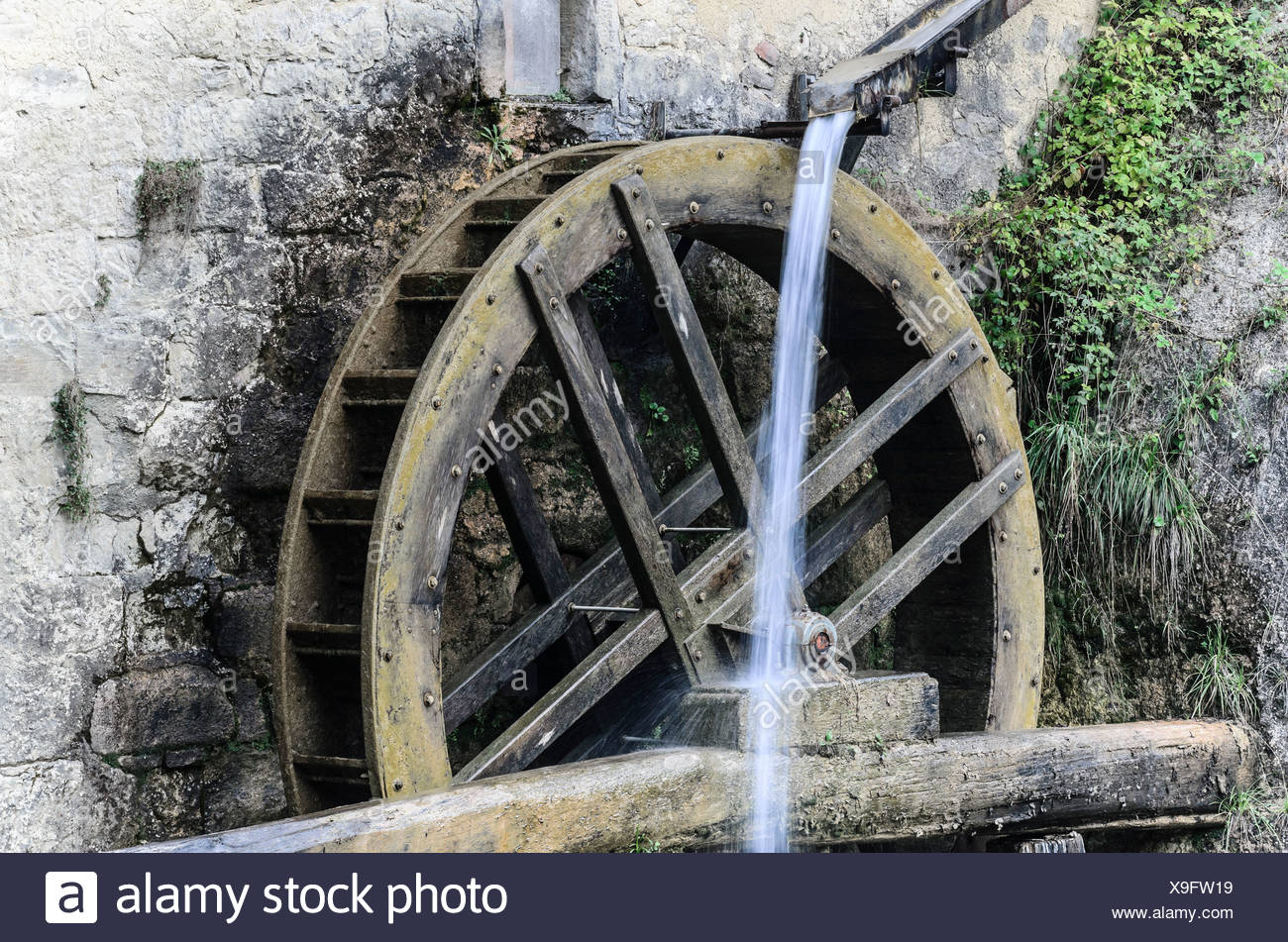 Water wheel of the Mulinetto della Croda mill, restaurant, northern Italy, Europe - Stock Image