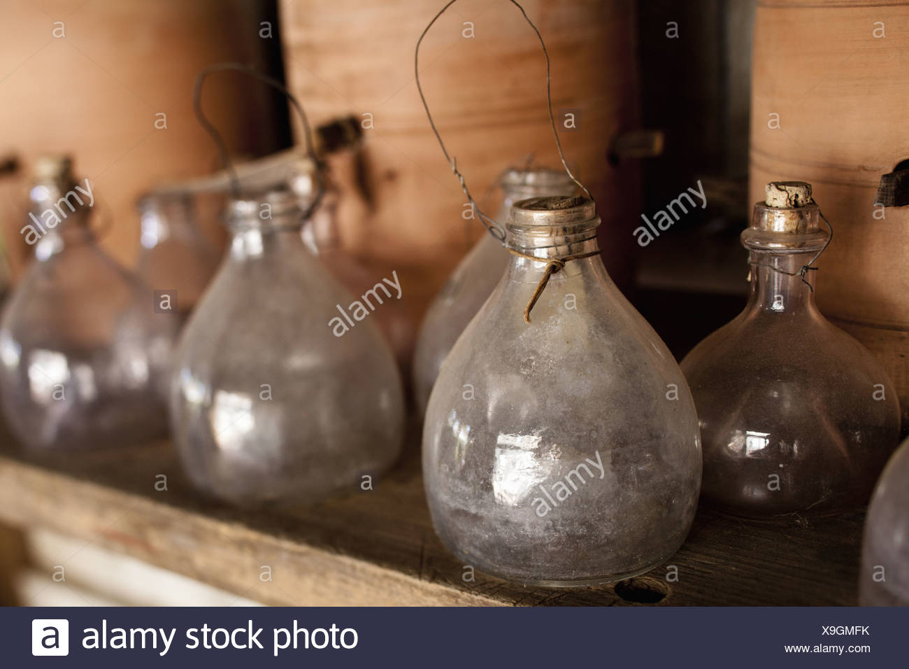 Maryland USA row of glass jars with stoppers large clay pots - Stock Image