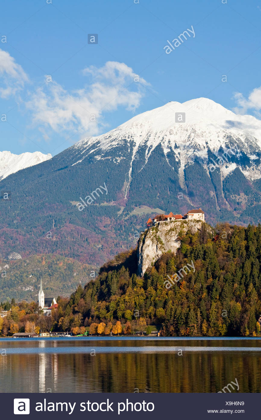 Slovenia, Europe, Bled, lake, castle, autumn, church, mountains - Stock Image