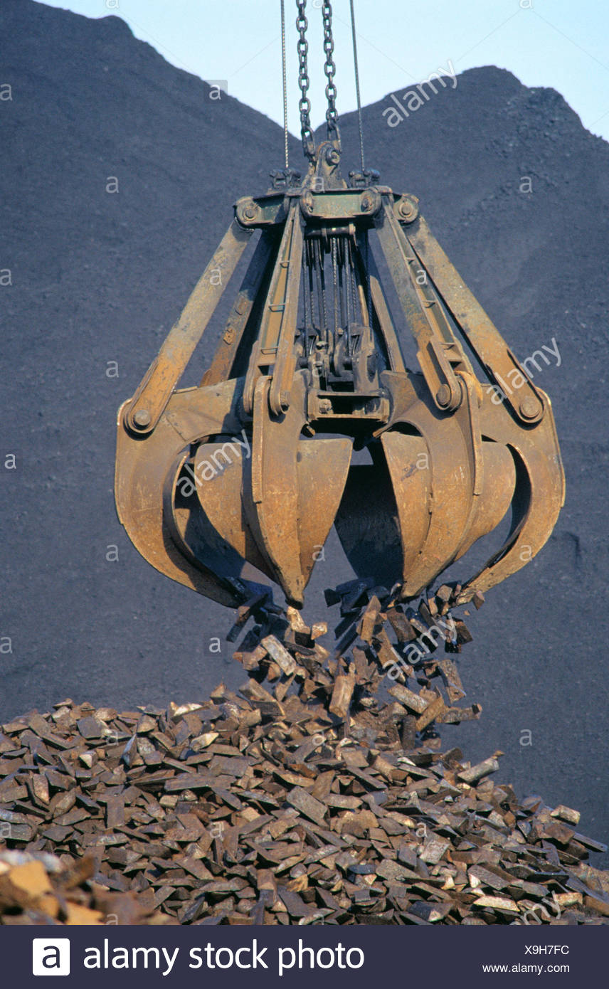 Unloading scrap steel at the port of Bilbao. Biscay. Spain - Stock Image