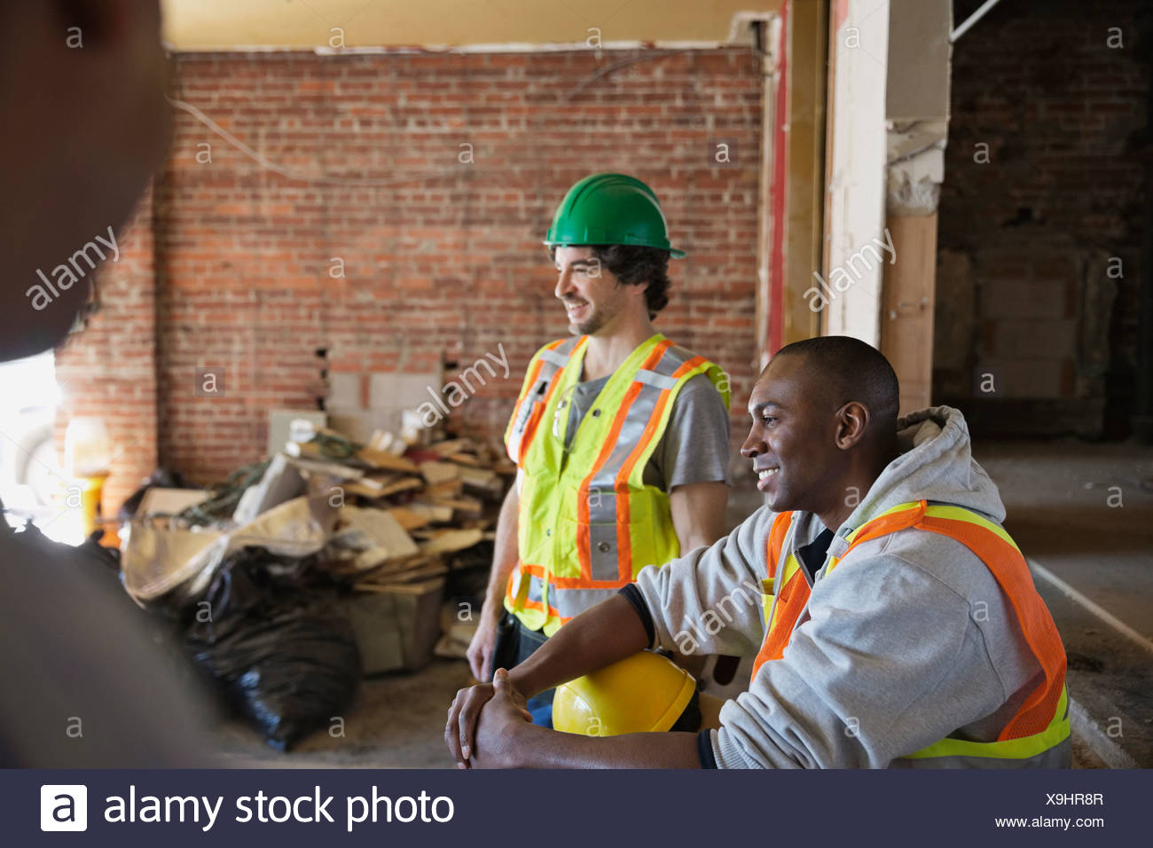 Tradesmen taking break at construction site - Stock Image