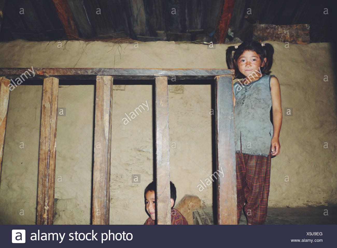 Nepal, Sisters (8-9), (10-11) at home - Stock Image