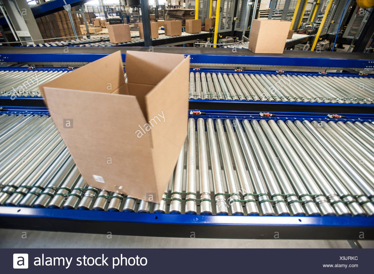 Empty box on moving conveyor belt - Stock Image