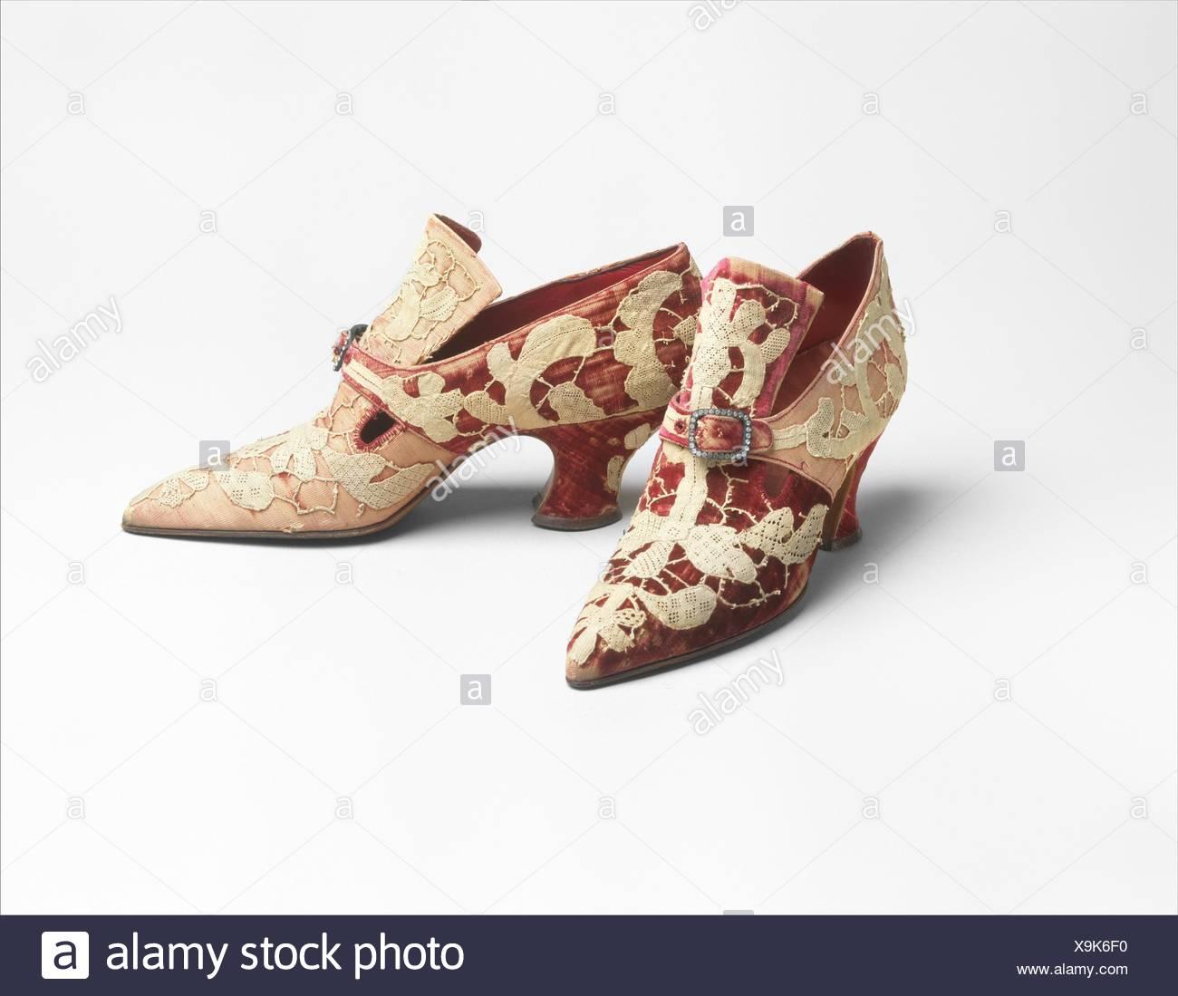 Pumps. Designer: Pierre Yantorny (Italian, 1874-1936); Date: 1914-19; Culture: French; Medium: leather, silk; Credit Line: Gift of Capezio Inc., 1953 - Stock Image