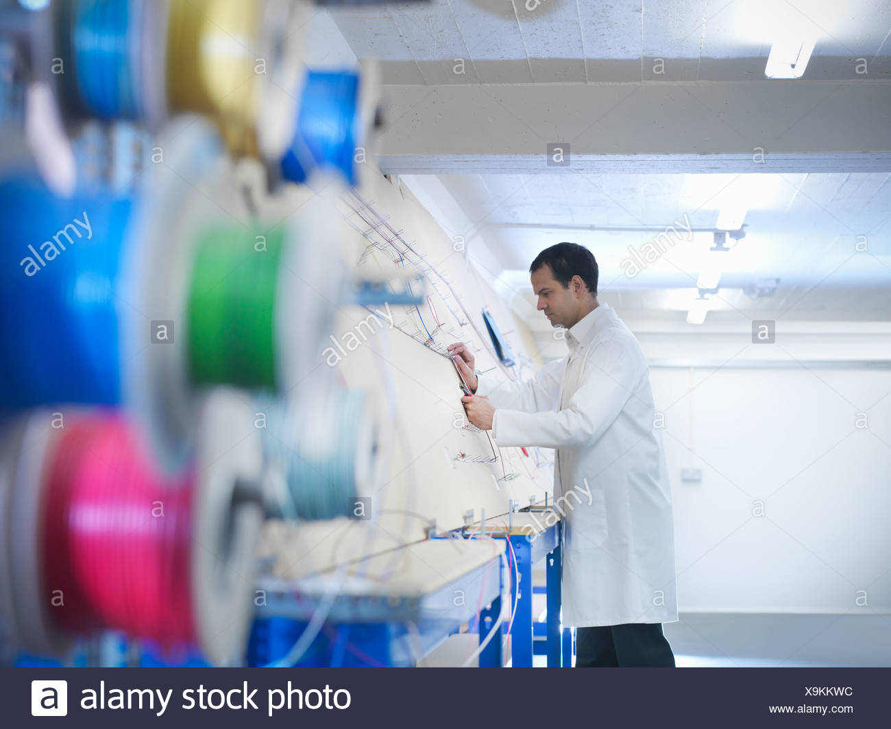 Worker making up wiring loom - Stock Image