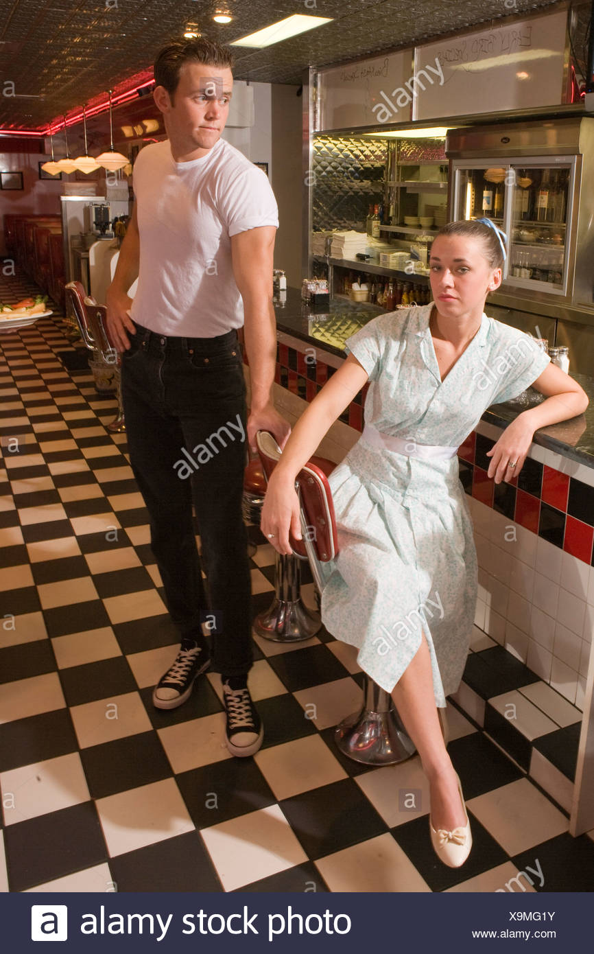 10bd7c9d39117 Young couple at counter in old-fashioned diner, 1950s style - Stock Image