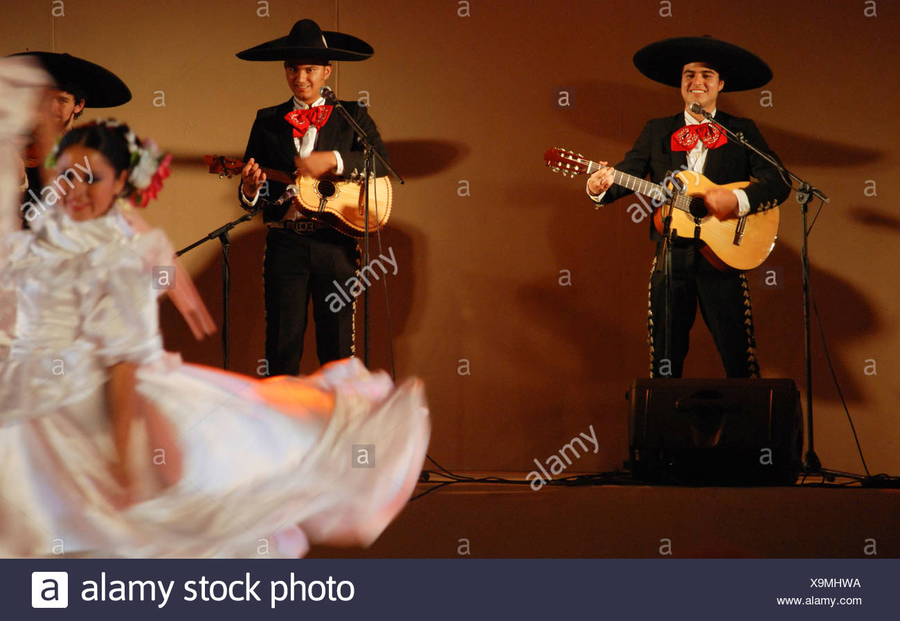 Mexican folklore dance group - Stock Image