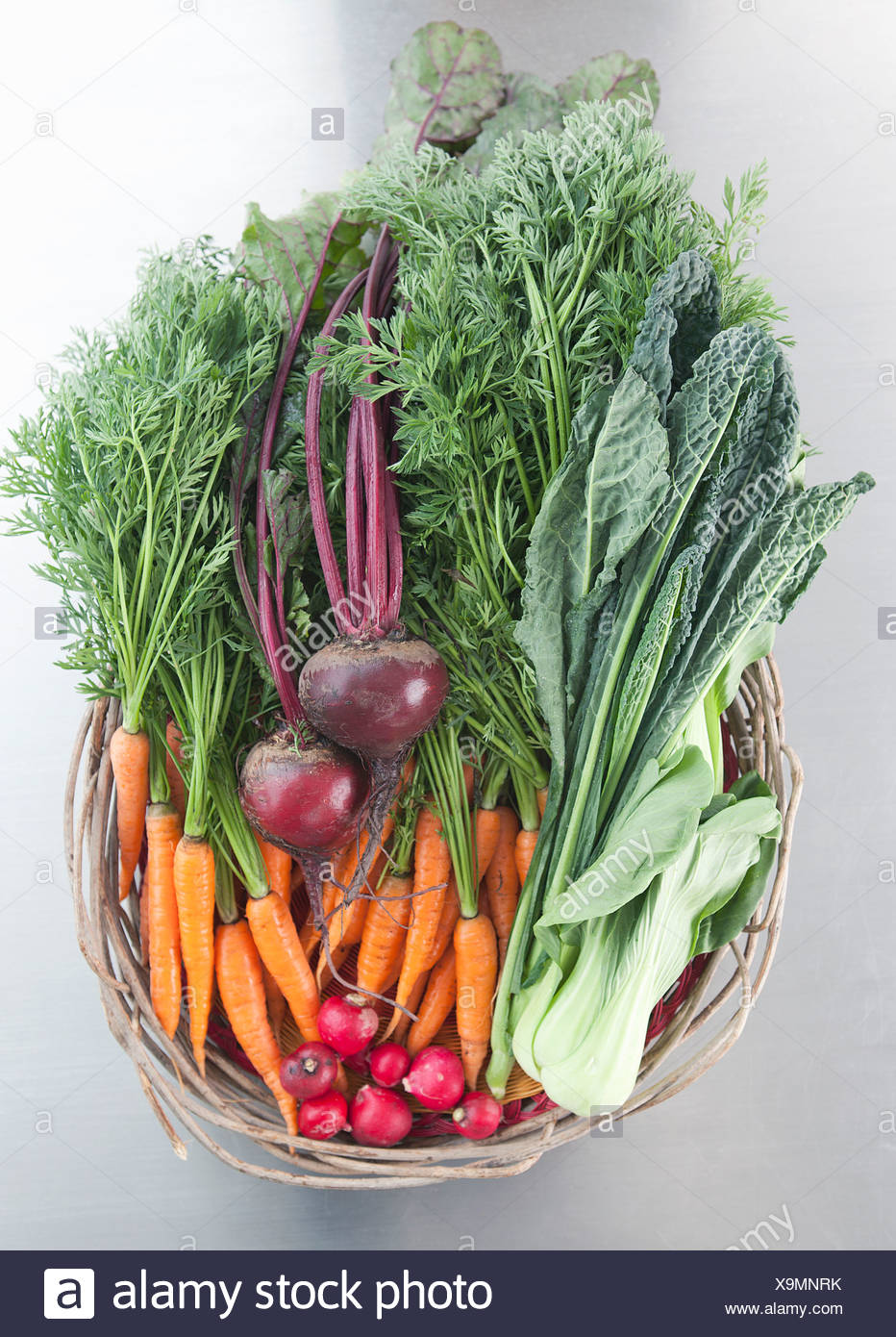 Basket of fresh vegetables - Stock Image