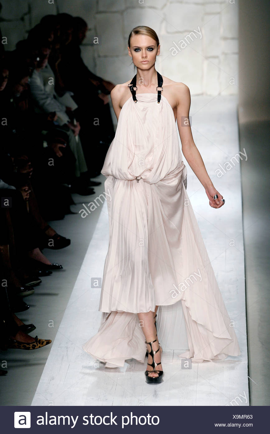 Escribe email morfina suma  Salvatore Ferragamo Milan Ready to Wear Spring Summer Voluminous pale pink  halterneck pleated gown, with strappy platforms Stock Photo - Alamy