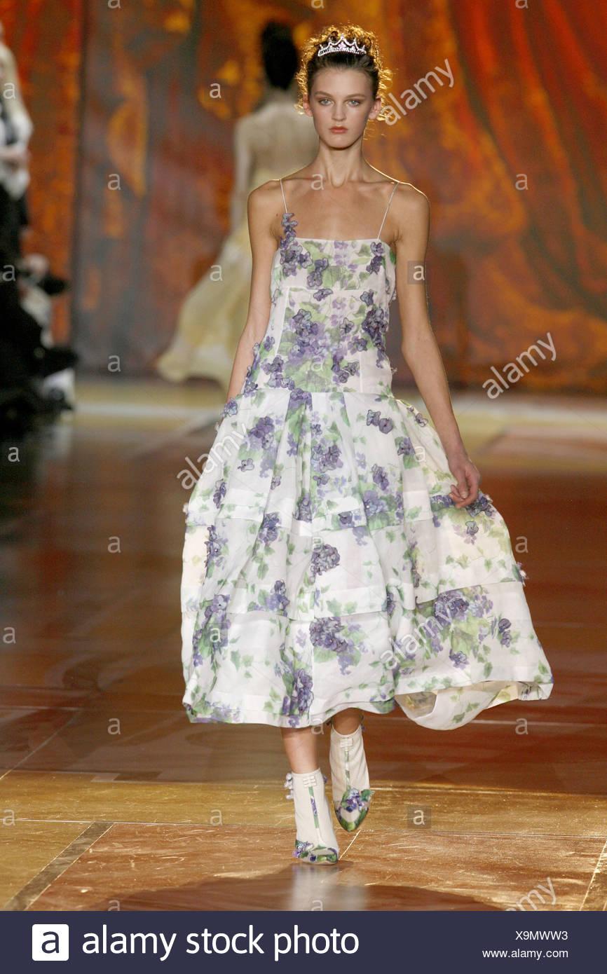 Abiti Da Sera Just Cavalli.Roberto Cavalli Milan Ready To Wear Autumn Winter Model Wearing