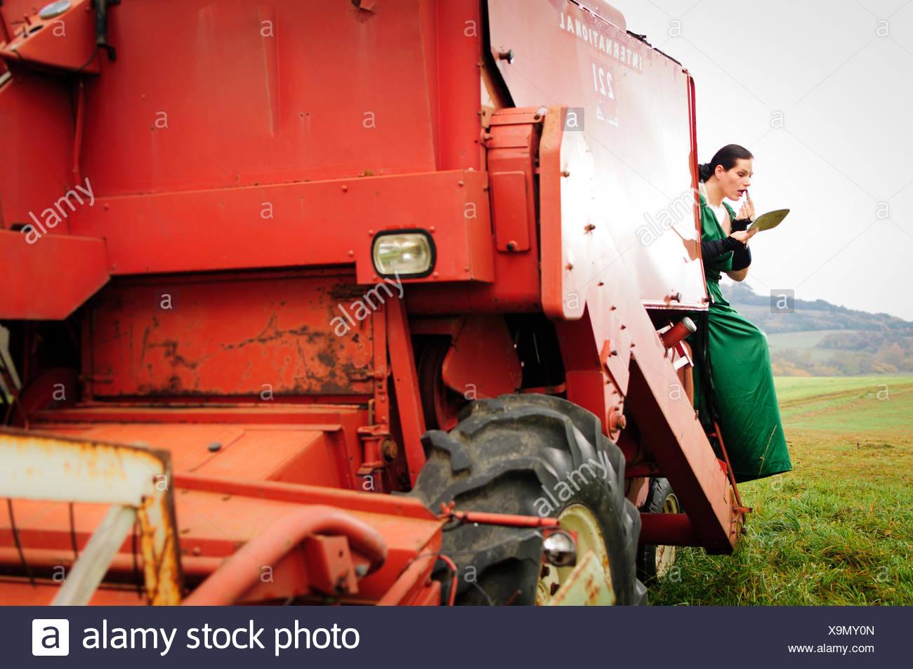 Auf traktor nackt frau Ficken Auf