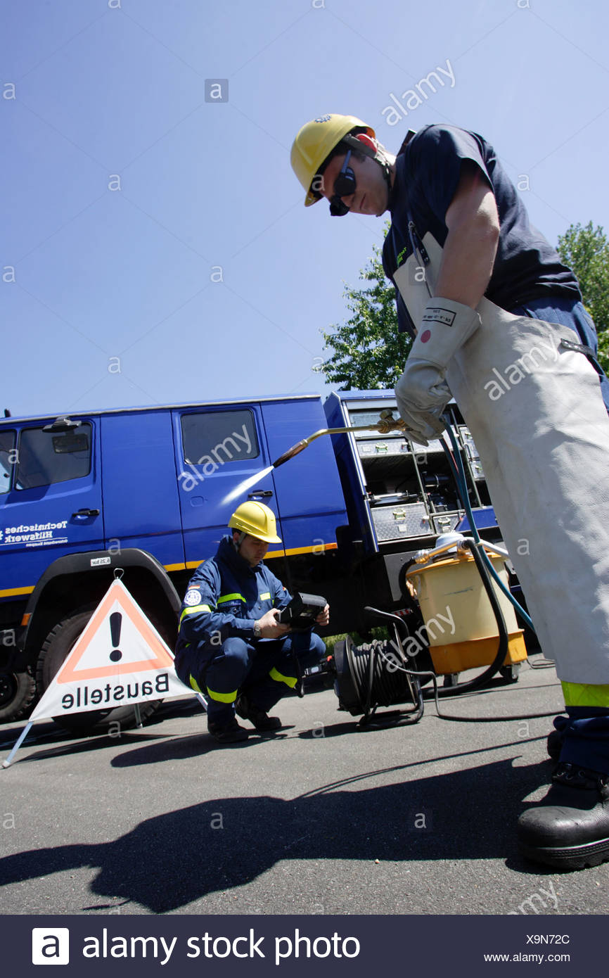 THW, Technical Relief, THW volunteers with welding - Stock Image