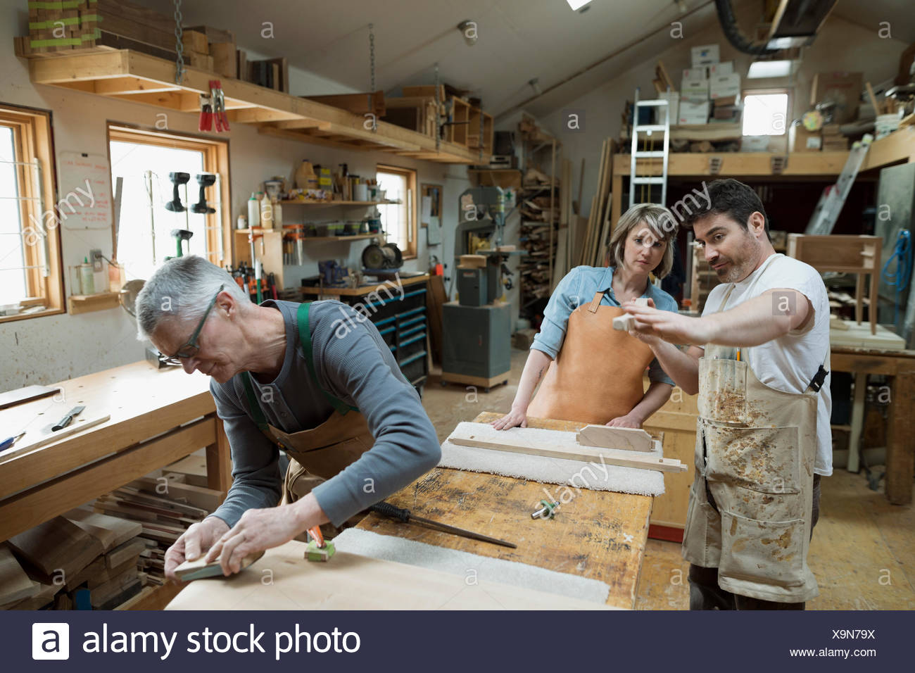 Carpenters working in workshop - Stock Image