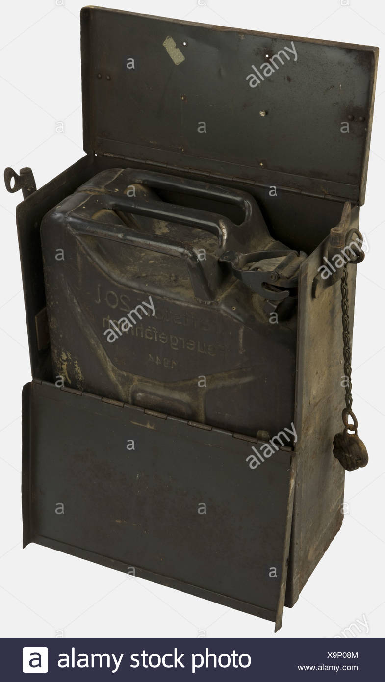 VEHICULES MILITAIRES, Jerrican dans sa caisse de transport, de l'armée allemande, , Additional-Rights-Clearances-NA - Stock Image