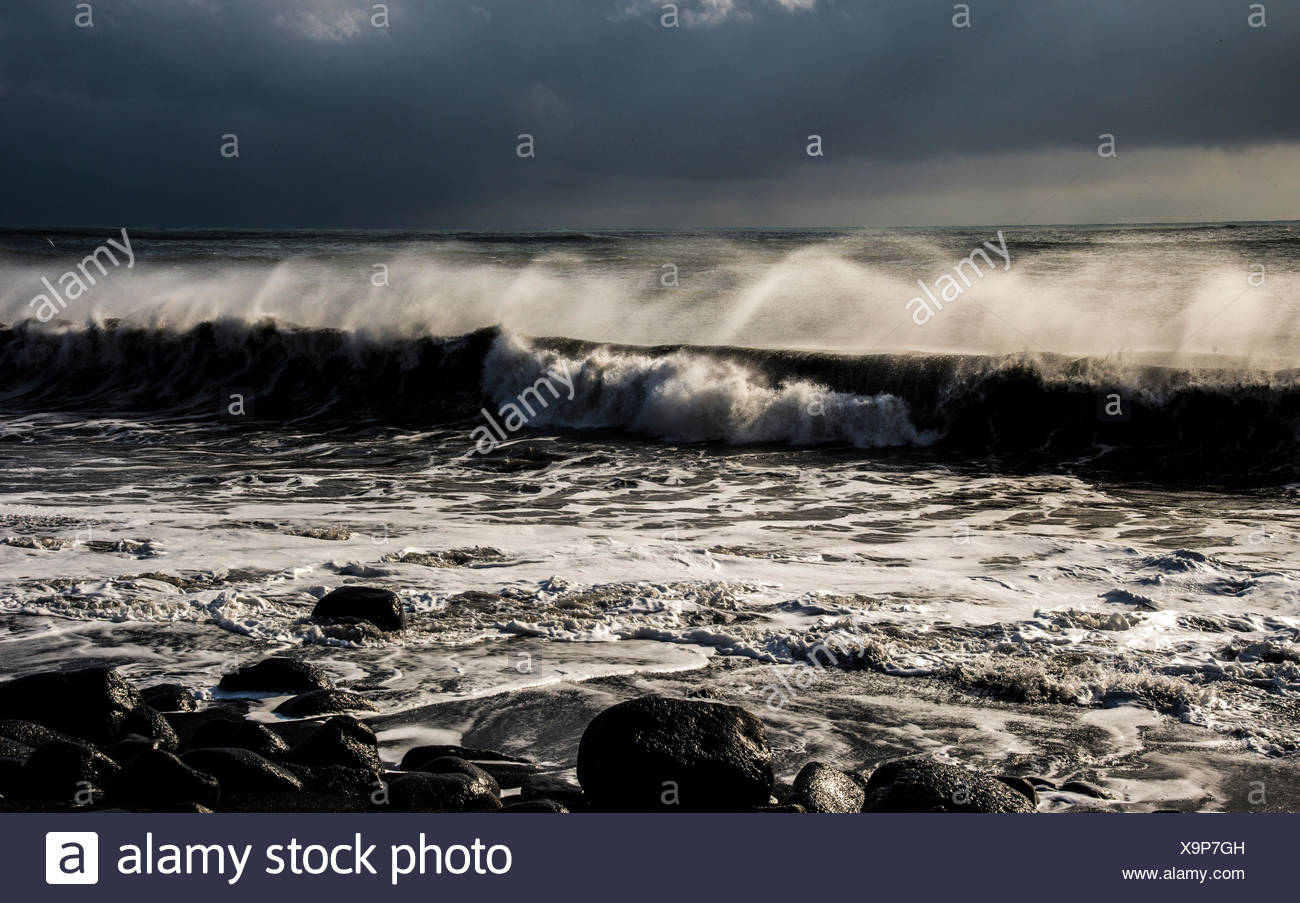 Breakers at Reynisdrangar, Black Beach, bei Dyrholaey, Vík í Mýrdal, Southern Region, Iceland - Stock Image