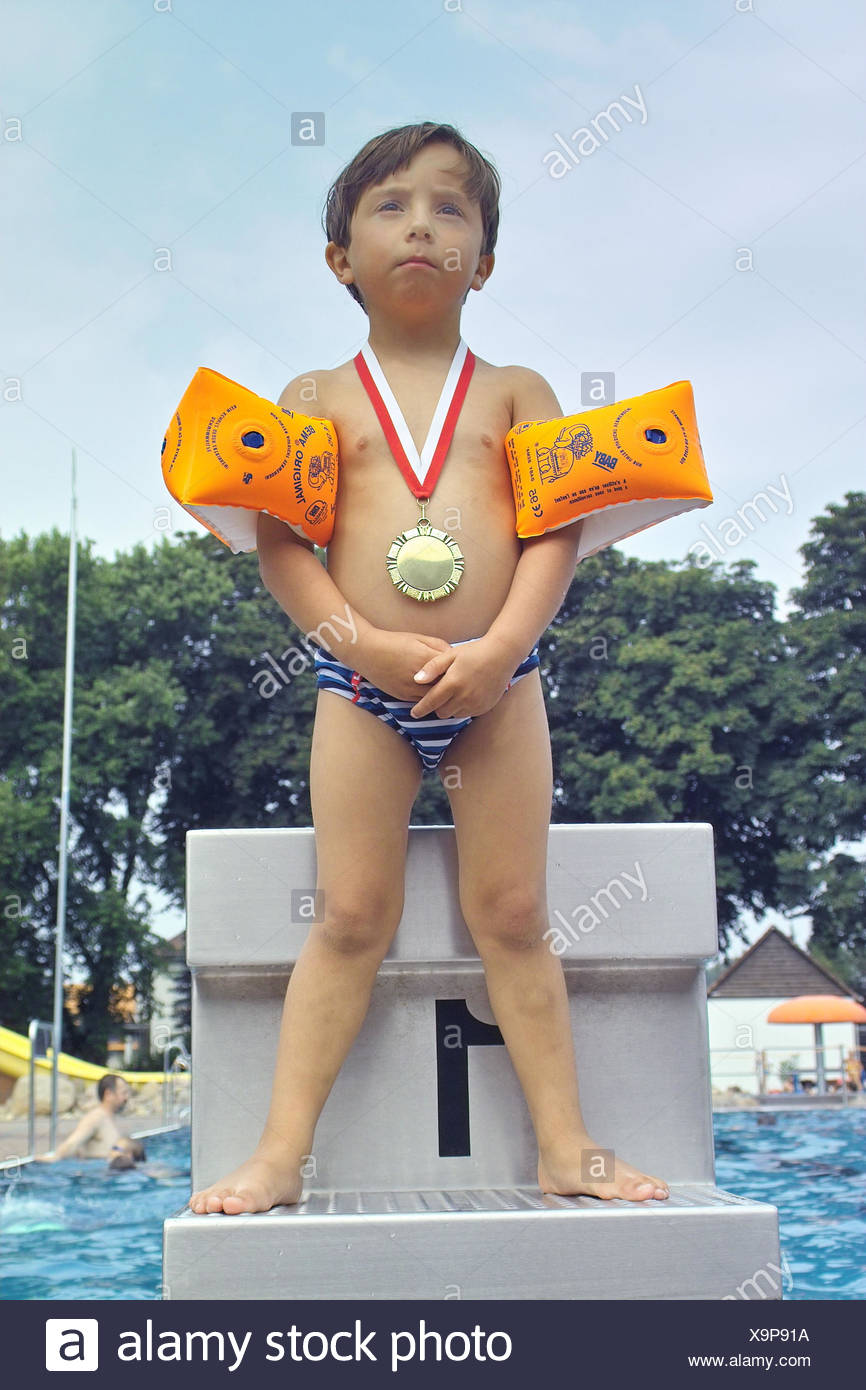 Free bath, start block, boy, Goldmedaille,,  Trunks, swimming wings, gets along  Child, toddler, 3 - 5 years, bath clothing, roved, childhood, experience, bathes, swims, swimming pool, award, medal, winners, competition, race, 1. Place, vacation, leisure - Stock Image