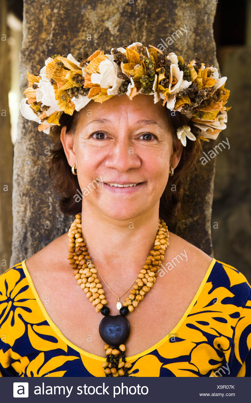 Portrait of a woman in traditional Polynesian dress, Papeete, Tahiti, French Polynesia - Stock Image