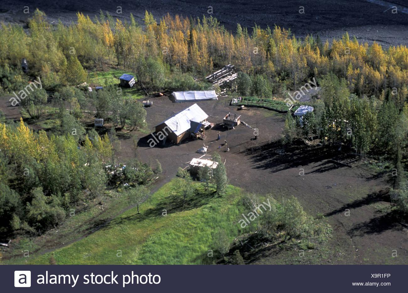 Alaska Homestead Pilgrim family USA America United States forest farm house autumn familiy overview - Stock Image