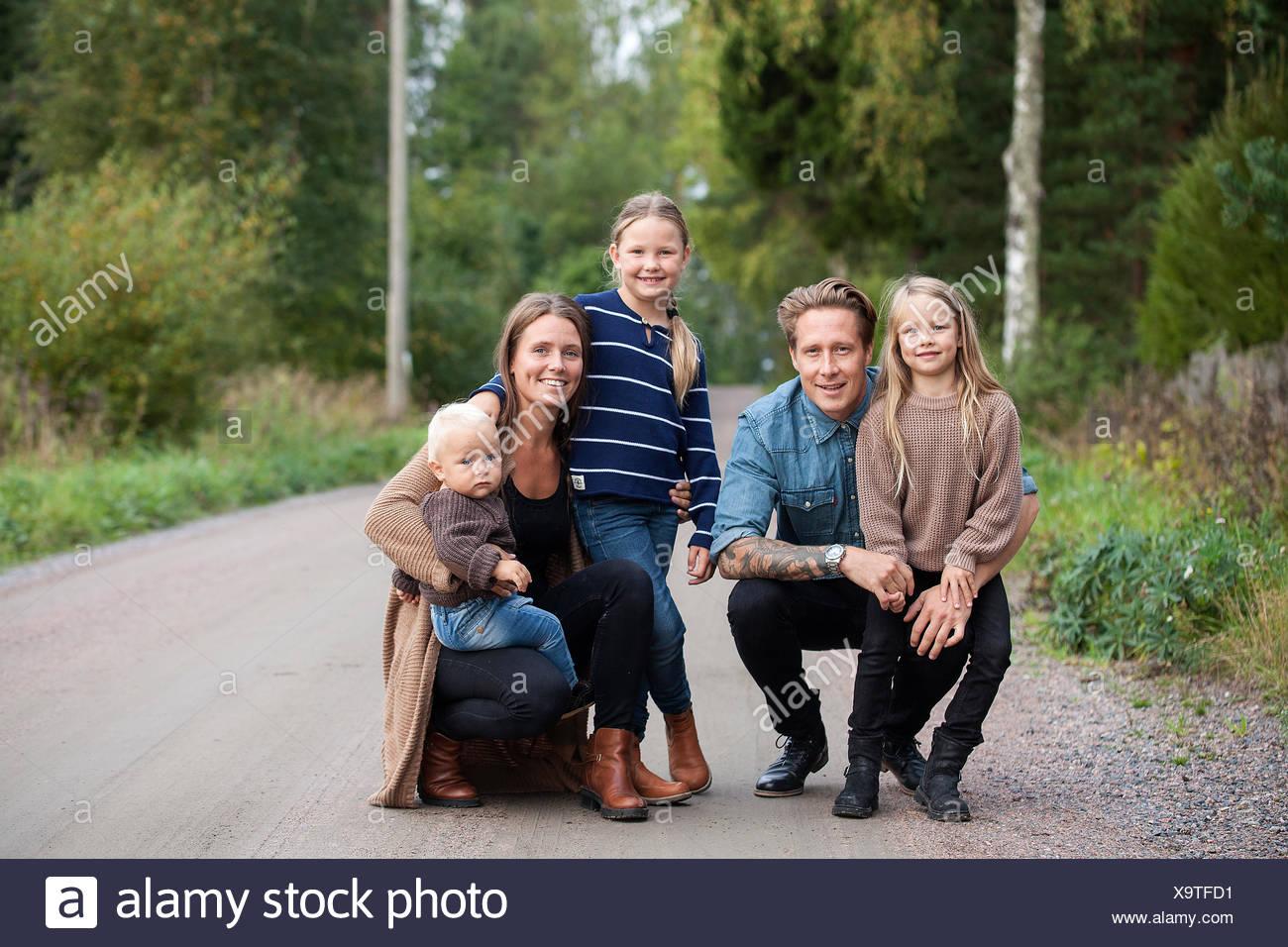 Finland, Uusimaa, Raasepori, Karjaa, Portrait of family with three children (12-17 months, 6-7) - Stock Image