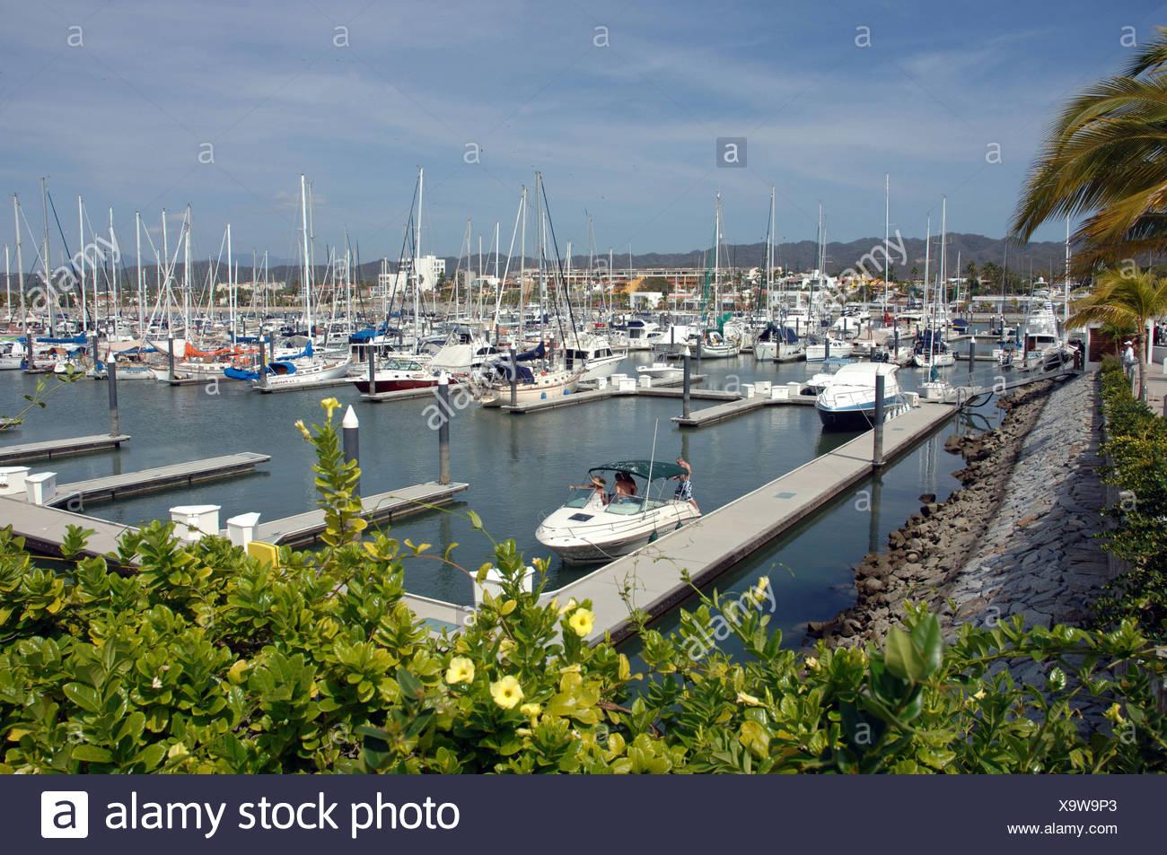 La Marina Riviera Nayarit en La Cruz de Huanacaxtle Bahía de Banderas cuenta con 351 muelles que van de los 31 a los 400 pies - Stock Image