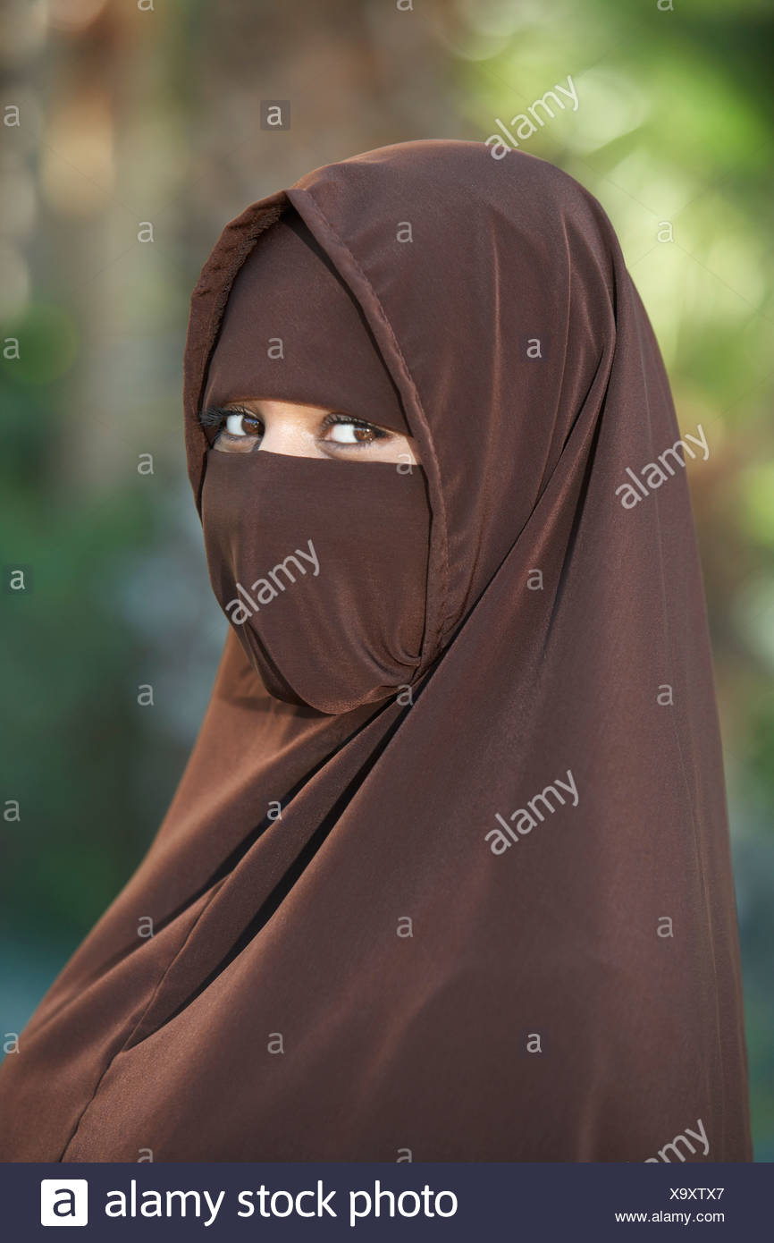 Portarit of young woman in brown niqab - Stock Image
