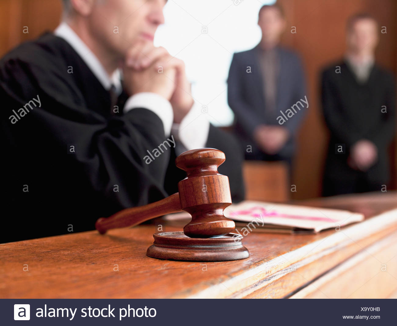 Judge and gavel in courtroom - Stock Image