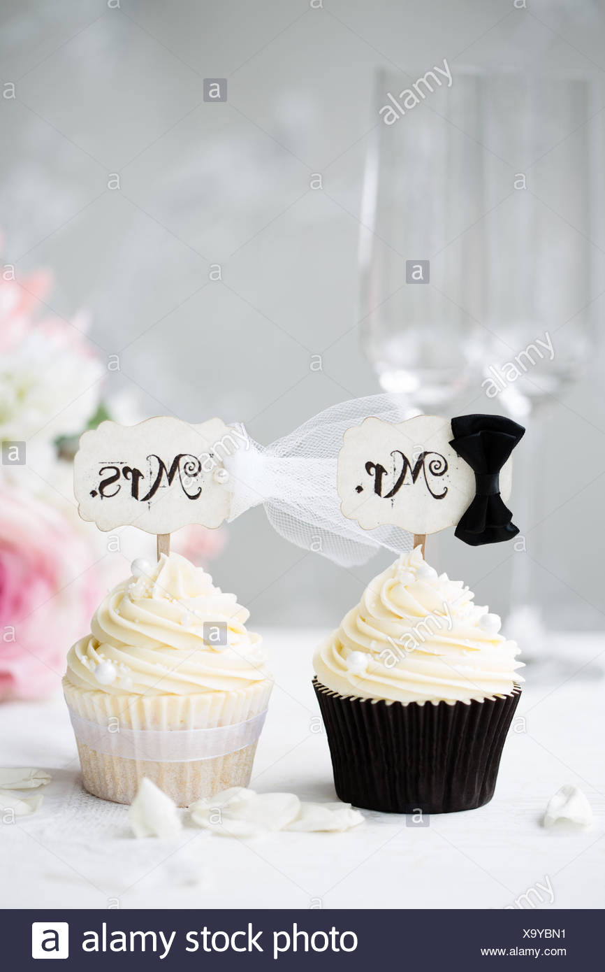 Decorated Wedding Cake Two Champagne Stock Photos & Decorated ...