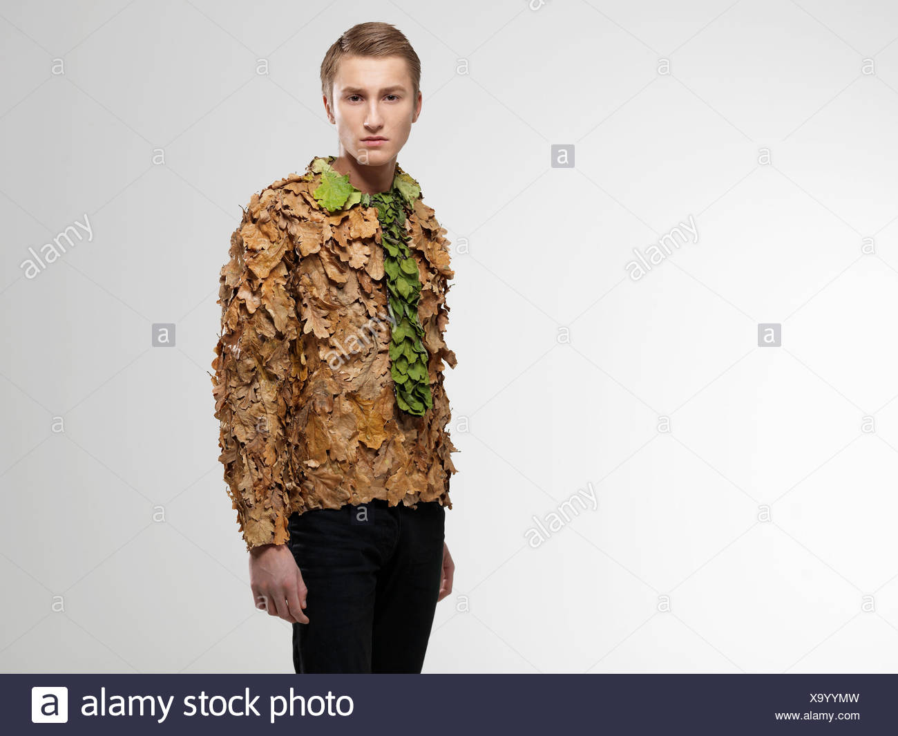 Man wearing shirt and tie made from leaves - Stock Image