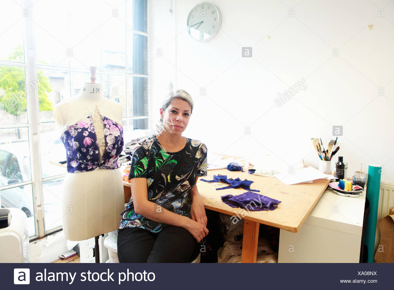 Designer in her studio - Stock Image