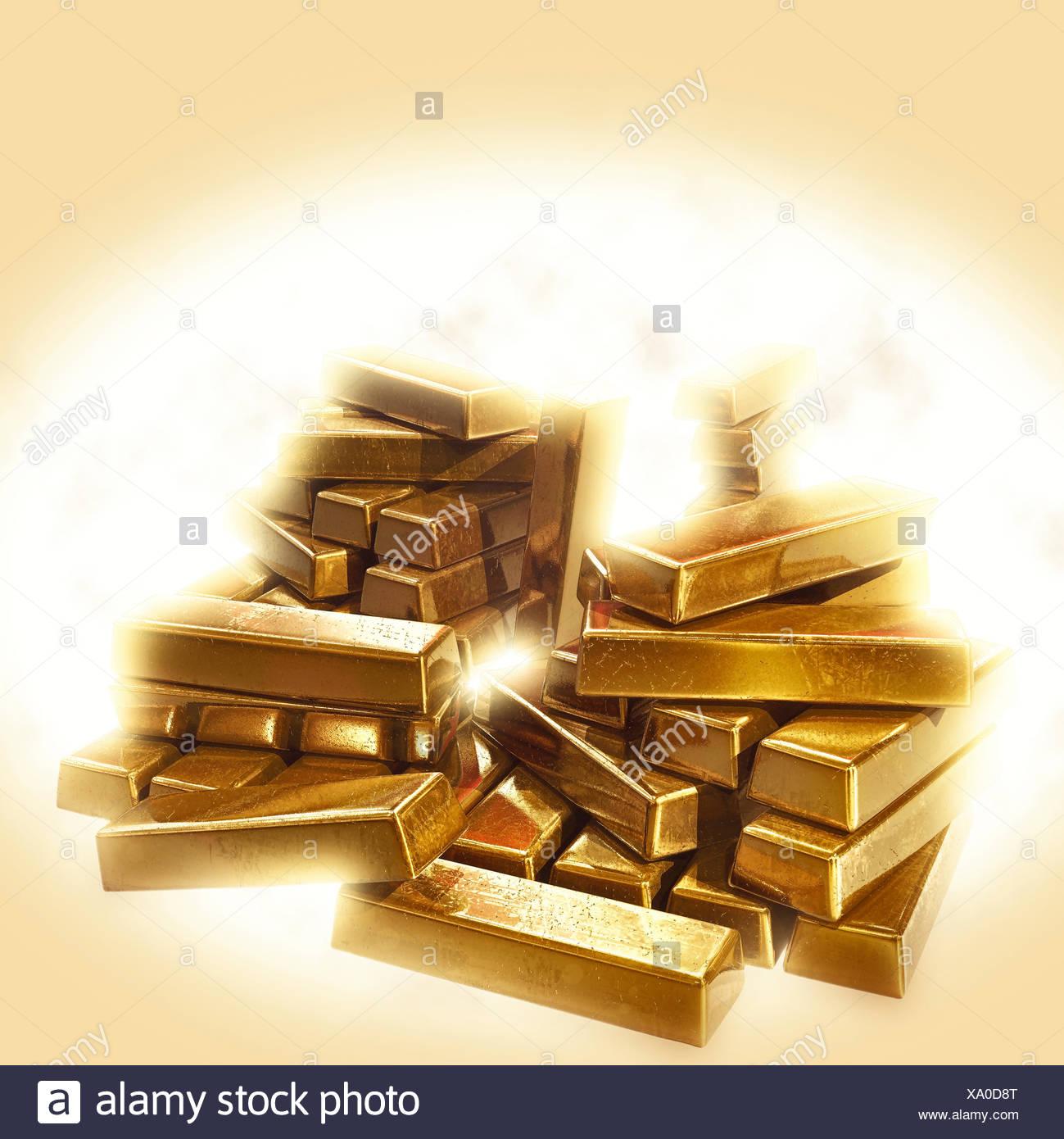 A stack of shining gold bullion - Stock Image