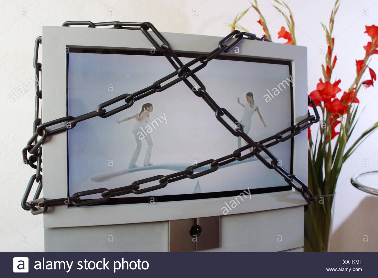 Fernseher in Ketten Stock Photo