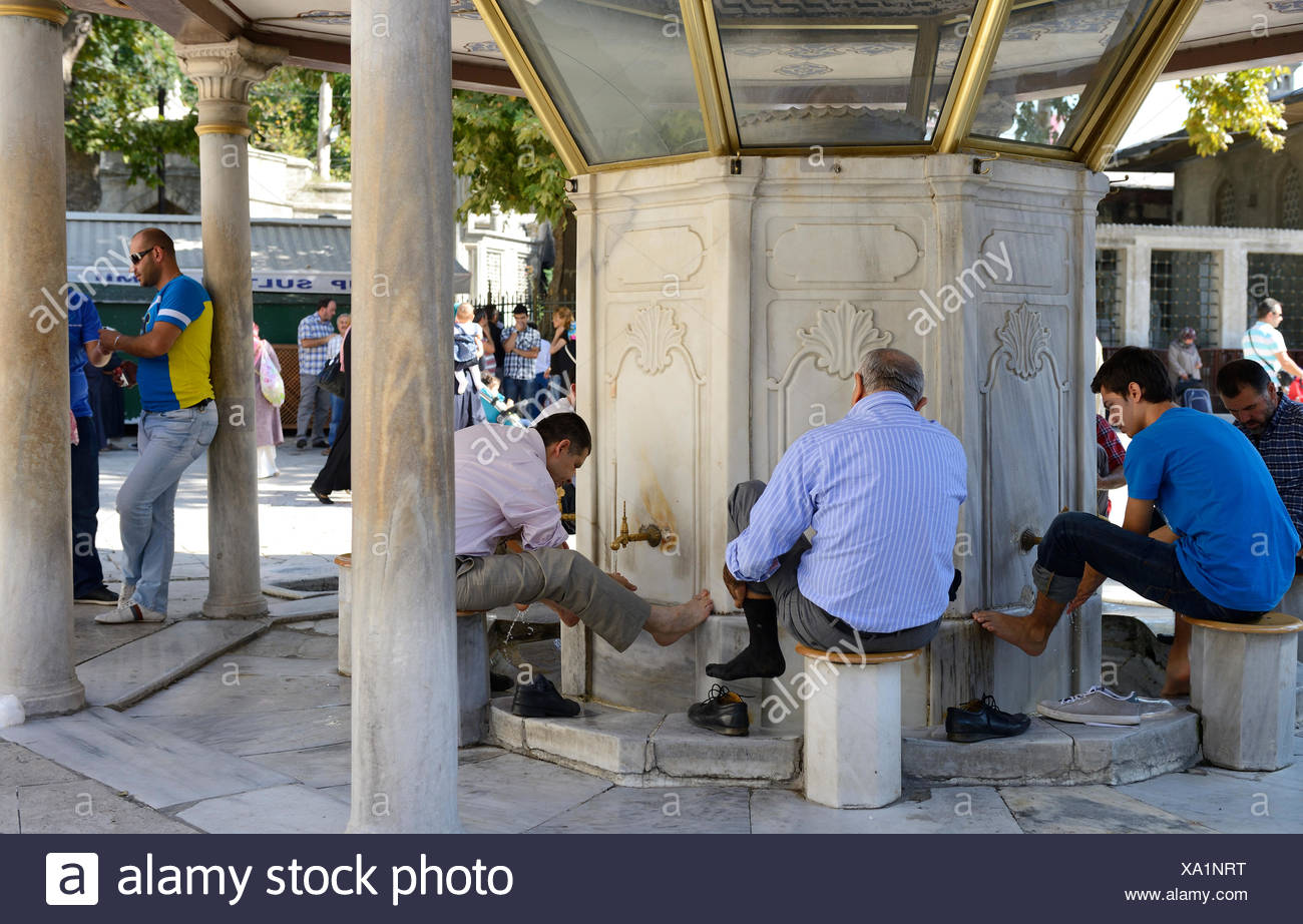 Purification fountain at the Eyuep Sultan Mosque, ritual foot washing, Eyüp, Istanbul, European side, Istanbul Province, Turkey - Stock Image