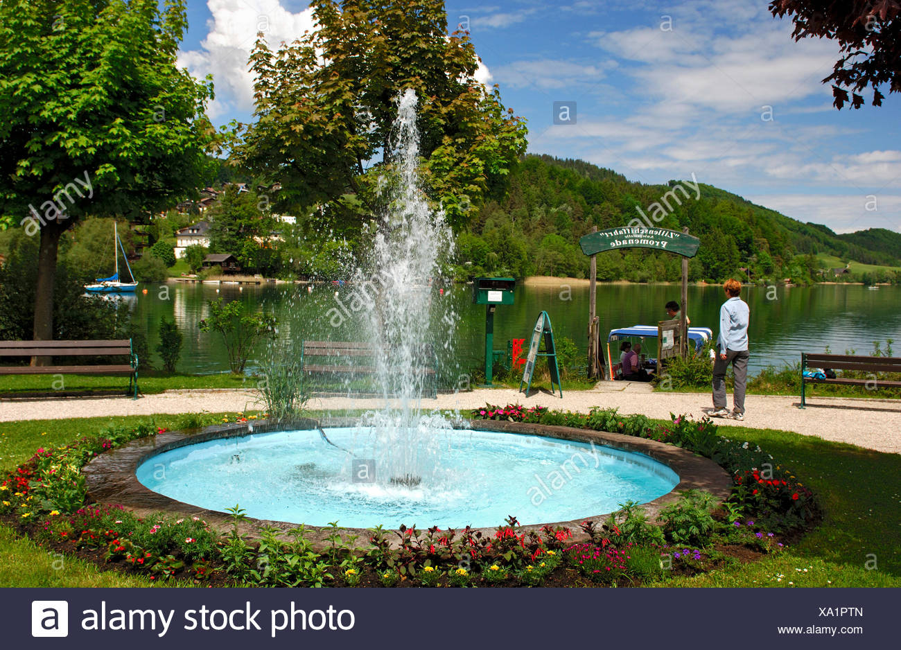 Fountain at the shipping pier on the lakefront promenade, Fuschl am See, Salzkammergut, Austria, Europe - Stock Image