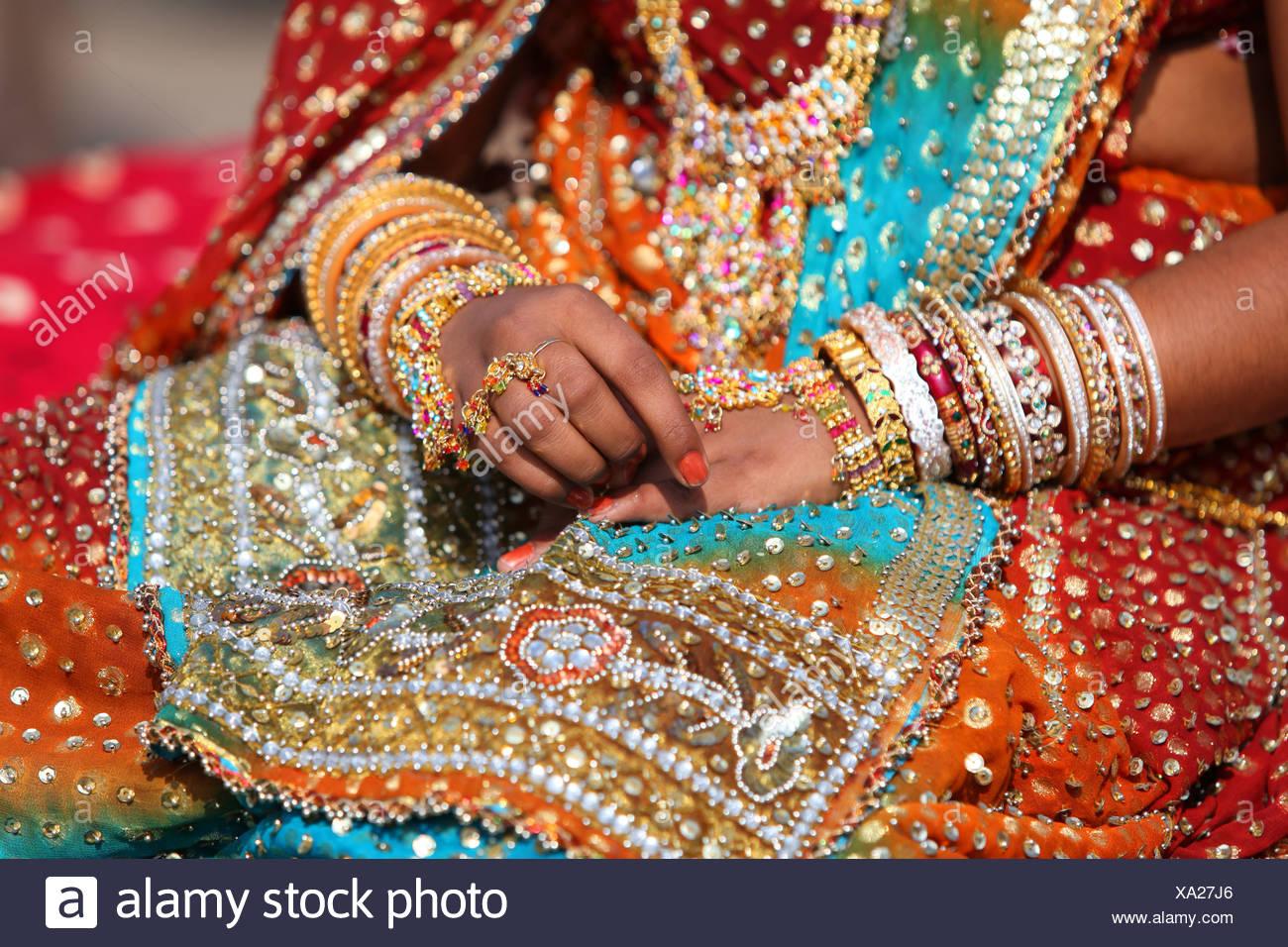 Jaisalmer, dessert festival, festival, sari, jewellery, festively, woman, girl, wedding, decorated, decoration, party, fête, cel - Stock Image
