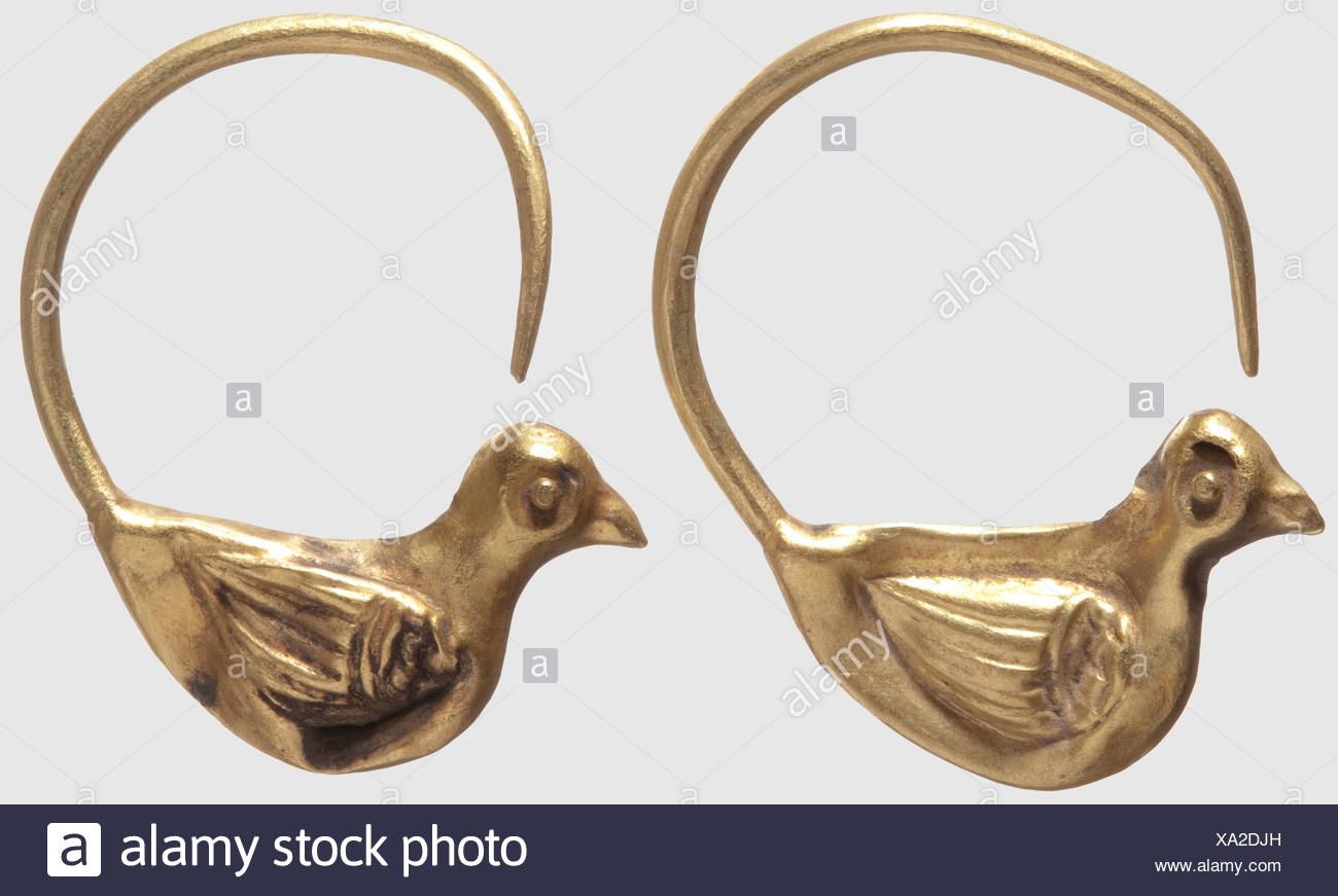 A pair of Roman golden dove earrings, 1st - 3rd century AD. Round, open clamps each with a hollow-worked, three-dimensional dove. Each slightly bent, one dove slightly damaged. Height 3 cm each, total weight of both earrings 5.5 g. Provenance: South German private collection, ca. 1970, historic, historical, ancient world, ancient world, ancient times, object, objects, stills, clipping, cut out, cut-out, cut-outs, mediterranean, precious metal, precious metals, jewellery, jewelry, Additional-Rights-Clearences-NA - Stock Image