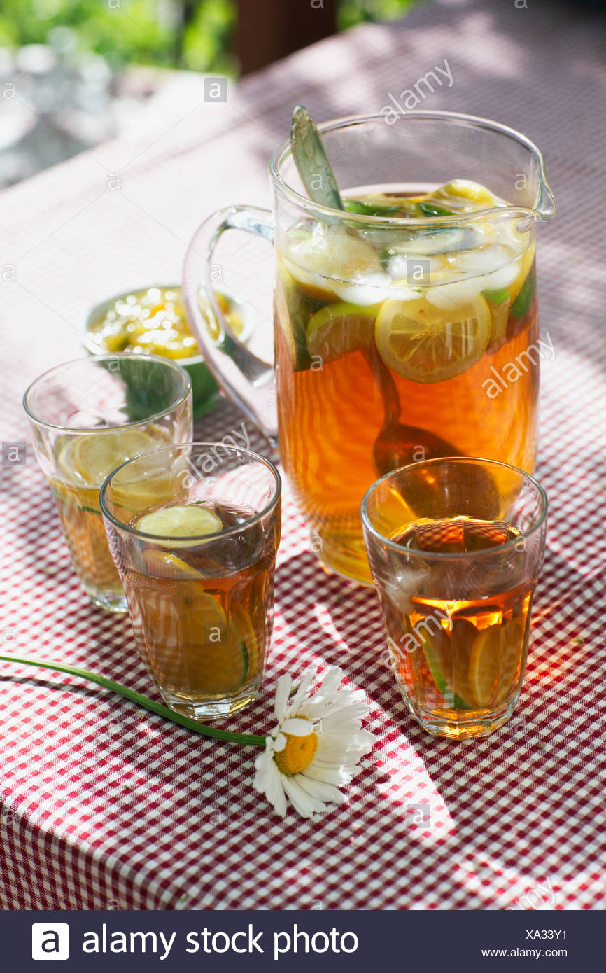 Ice tea with lemon slices - Stock Image