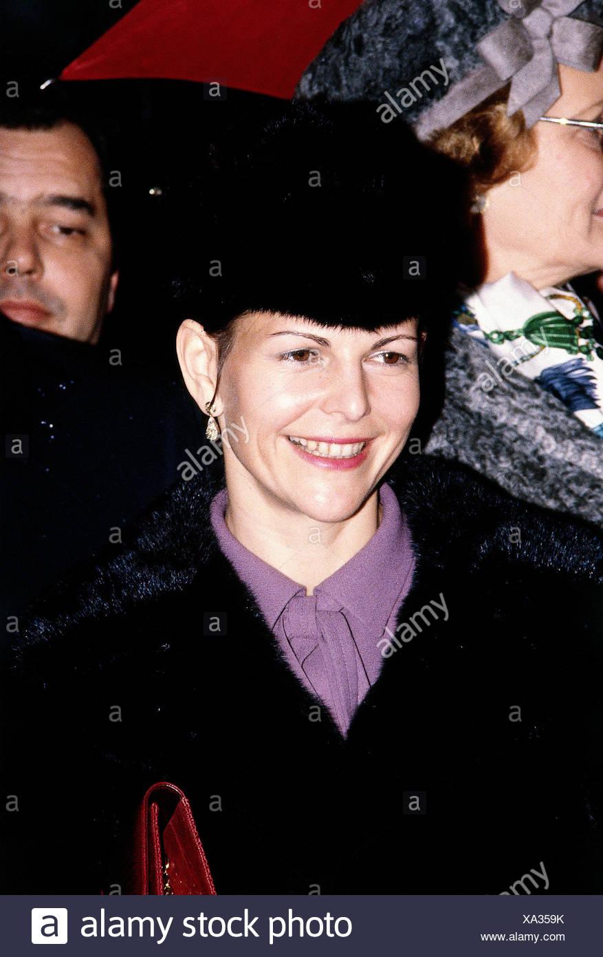 Silvia, * 23.12.1943, Queen consort of Sweden, portrait, 1980s, fur hat, smiling, - Stock Image