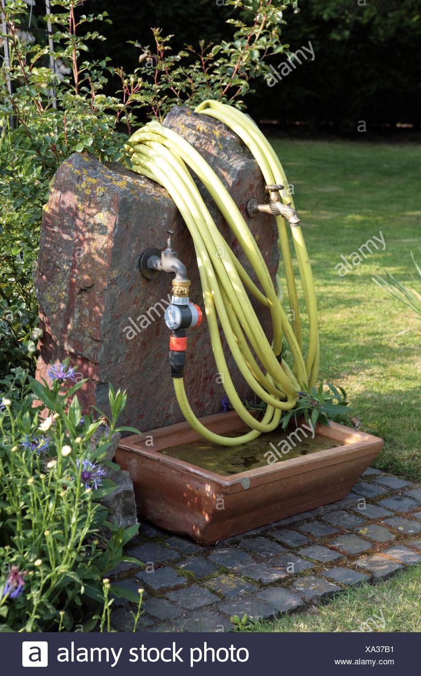 Wasserstelle im Garten Stock Photo: 281584101 - Alamy