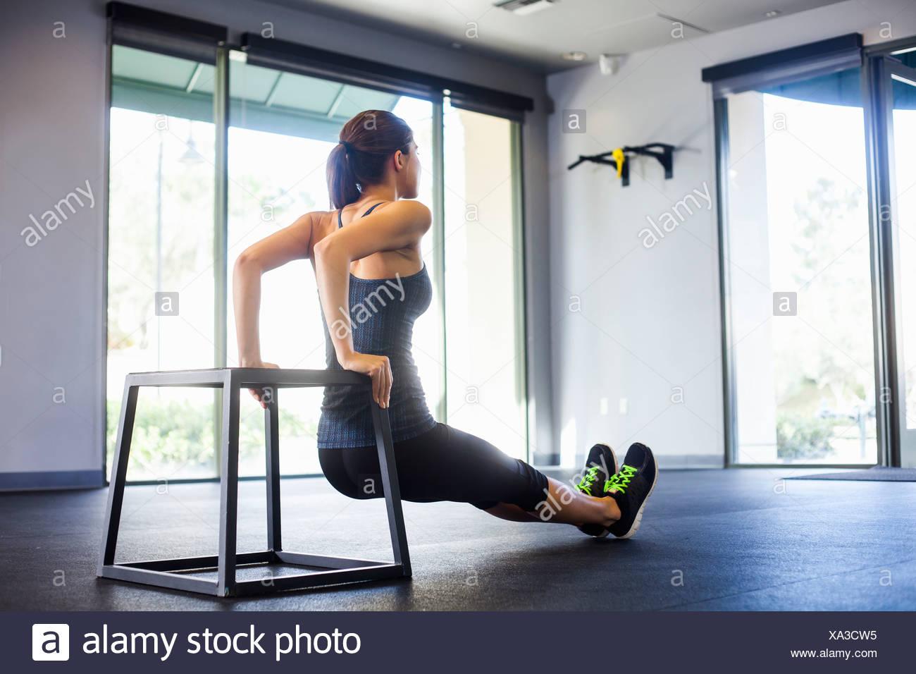 Young woman doing push ups - Stock Image