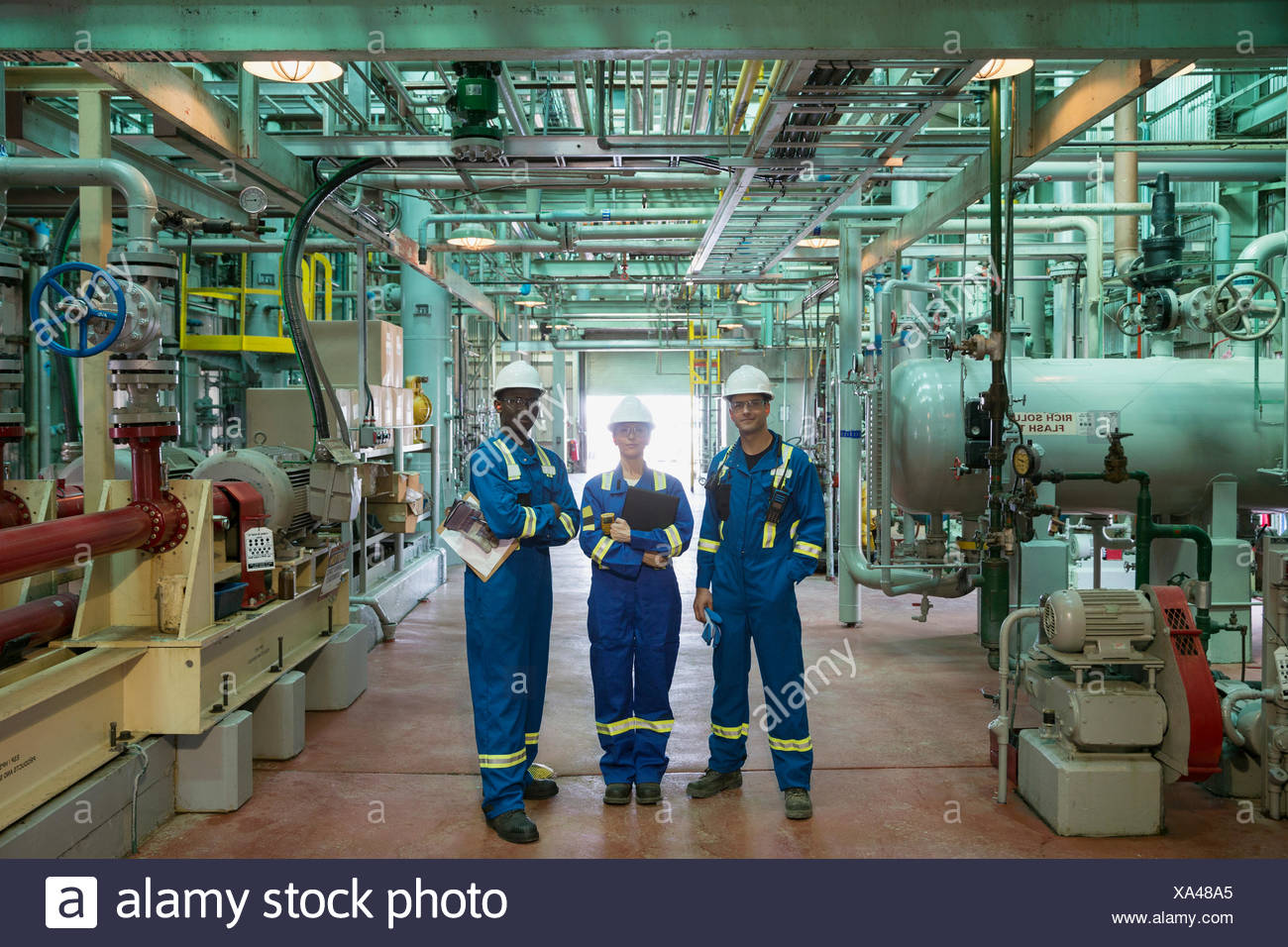 Portrait of workers in gas plant - Stock Image