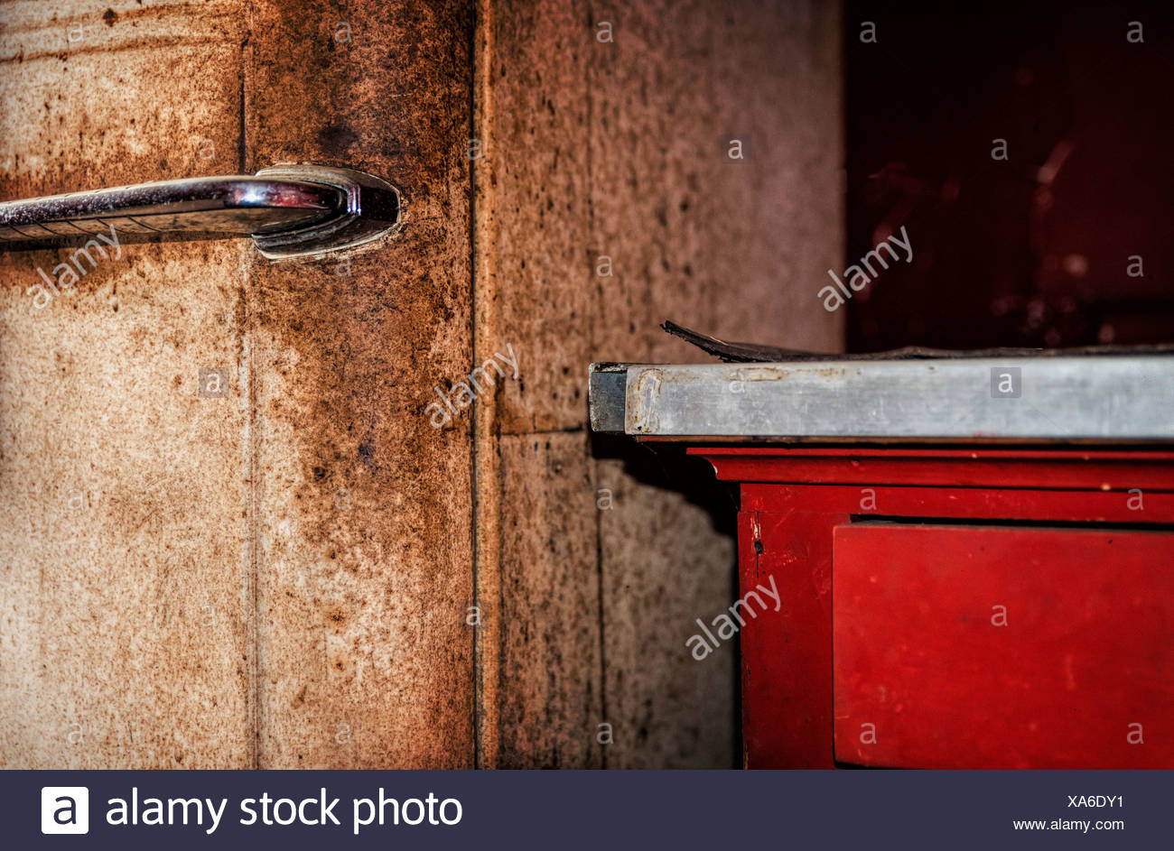 Detail of rusted old fridge and kitchen counter. - Stock Image
