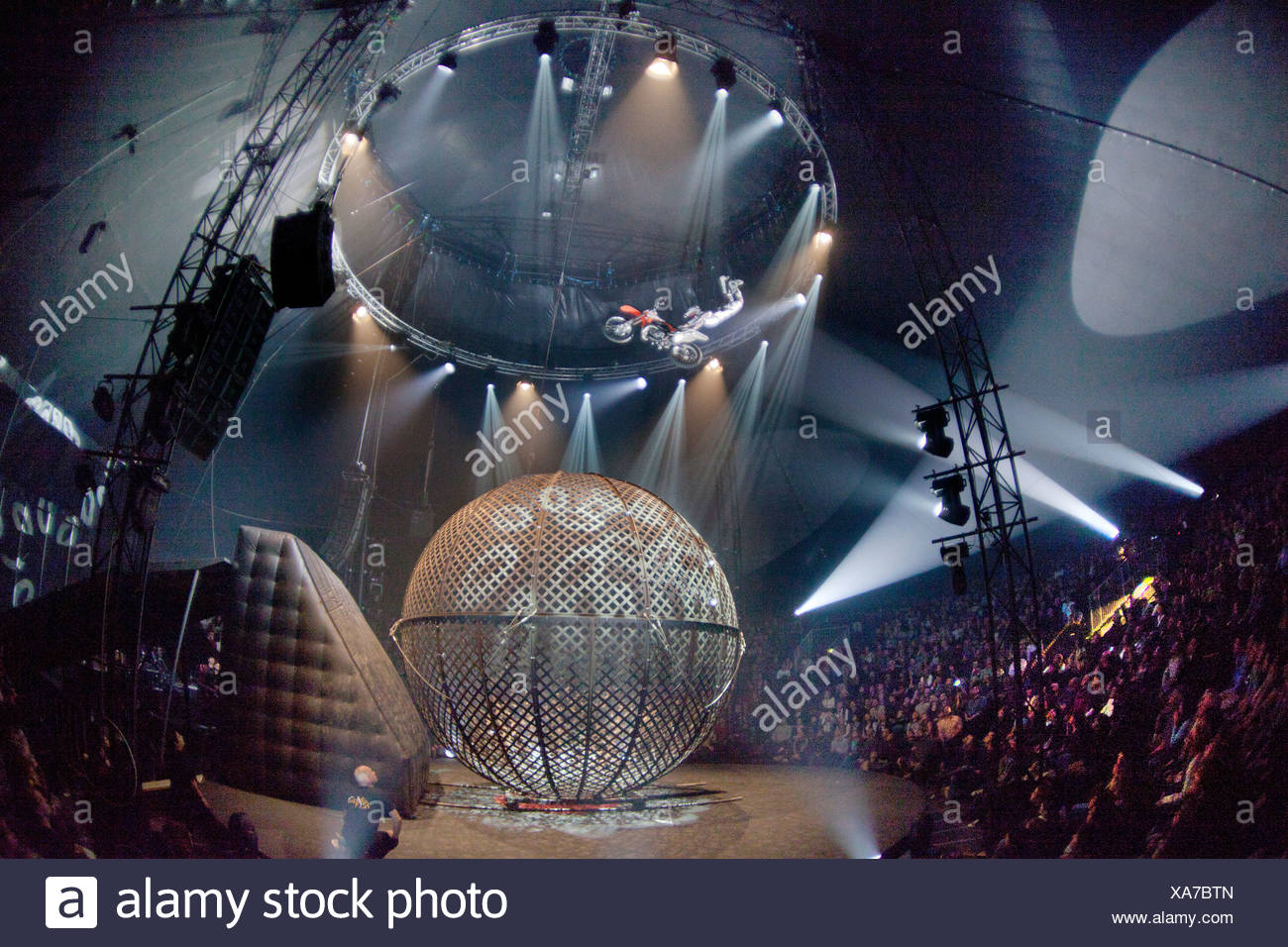 AirFours freestyle motorcycle act, FlicFlac Christmas Circus, premiere of Schrille Nacht, eilige Nacht, Westfalia Hall, Dortmund - Stock Image
