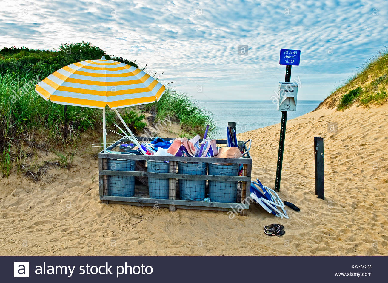 Beach trash, Long Nook Beach, Truro, Cape Cod, MA, USA - Stock Image
