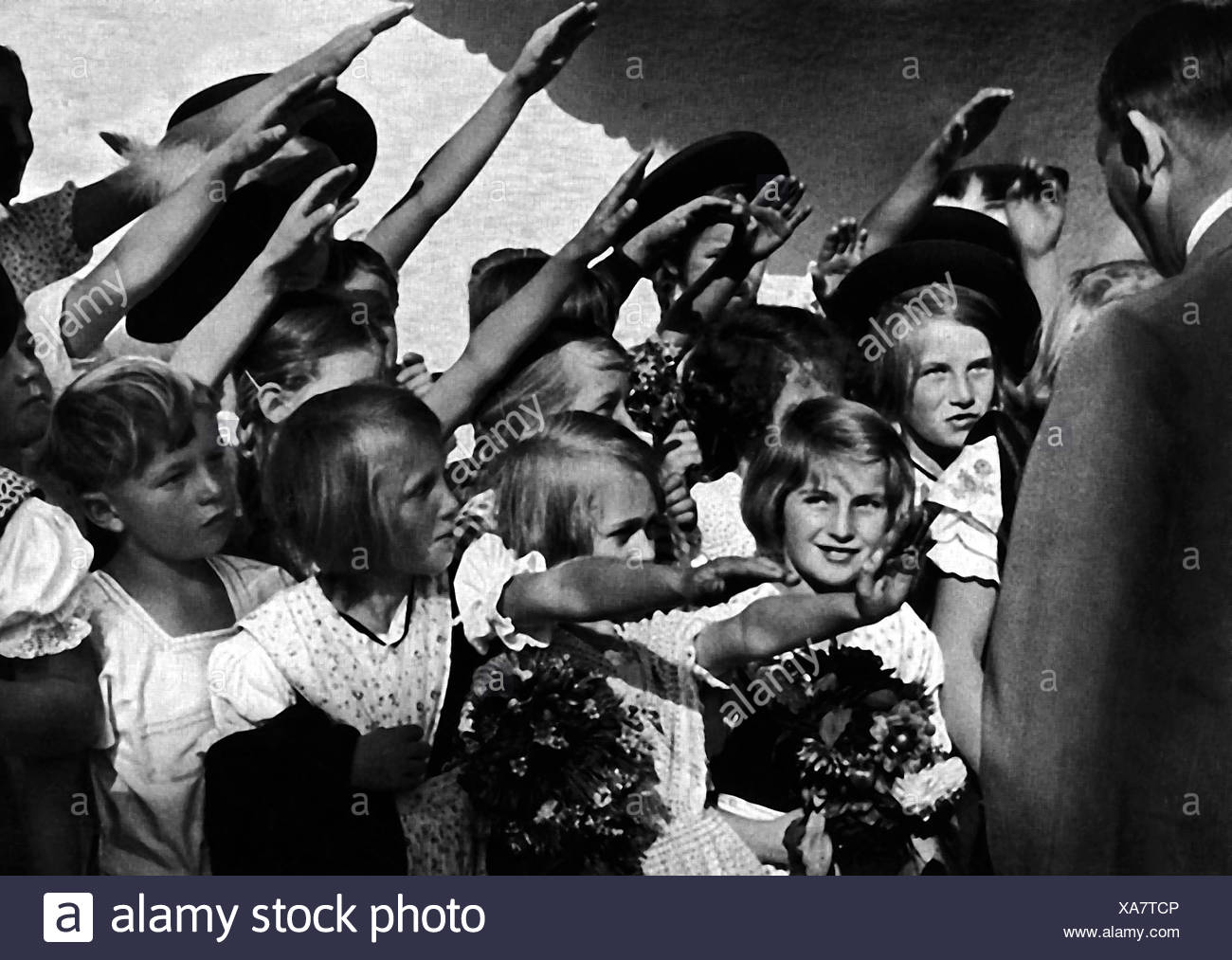 Hitler, Adolf, 20.4.1889 - 30.4.1945, German politician (NSDAP), children saluting him, Additional-Rights-Clearances-NA - Stock Image