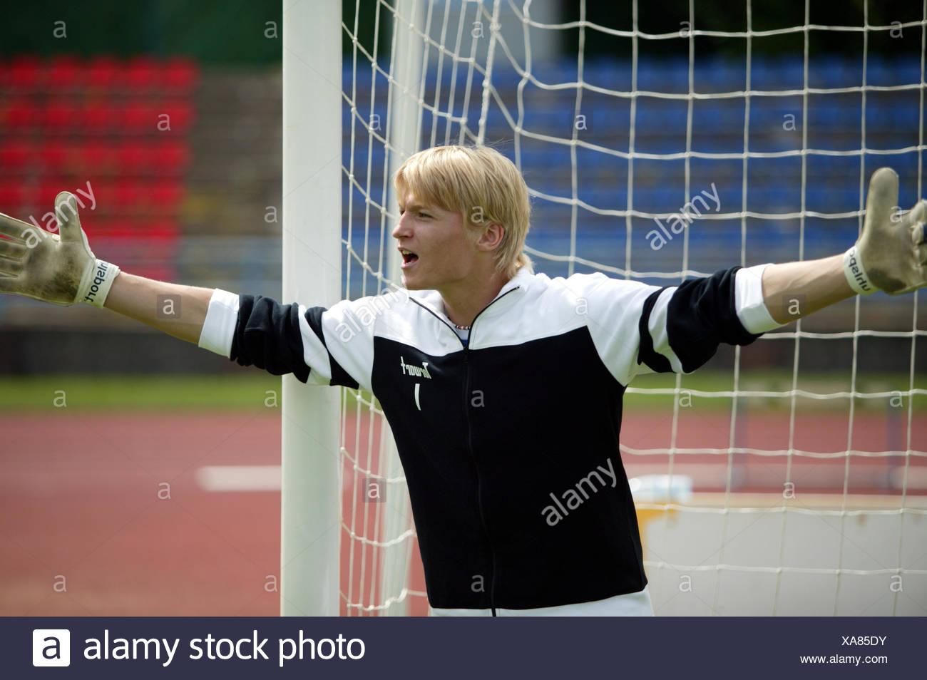 Fu?ball Fussball Spieler Spielszene Torwart Torhueter Keeper Gestik Anfeuern Anweisen Ballspiel Mannschaftssport Fussballspiel K - Stock Image