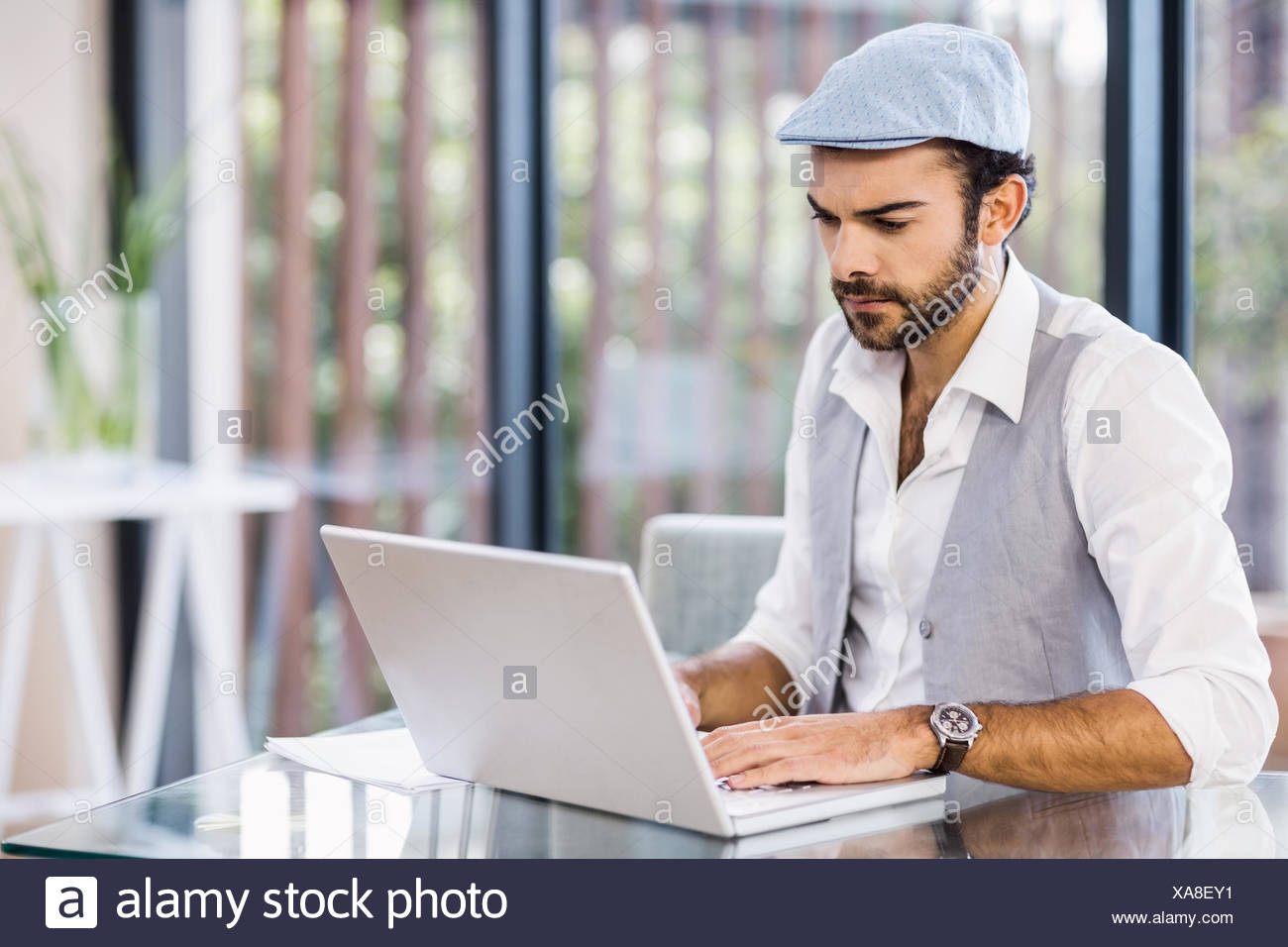 Focused man using laptop - Stock Image